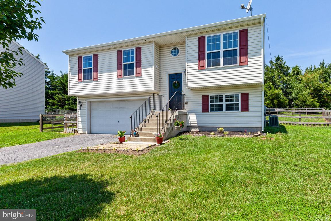 Quaint, cozy, and turn-key... welcome home to 17 Eisenhower Cir at Inwood Meadows! Convenience is ke