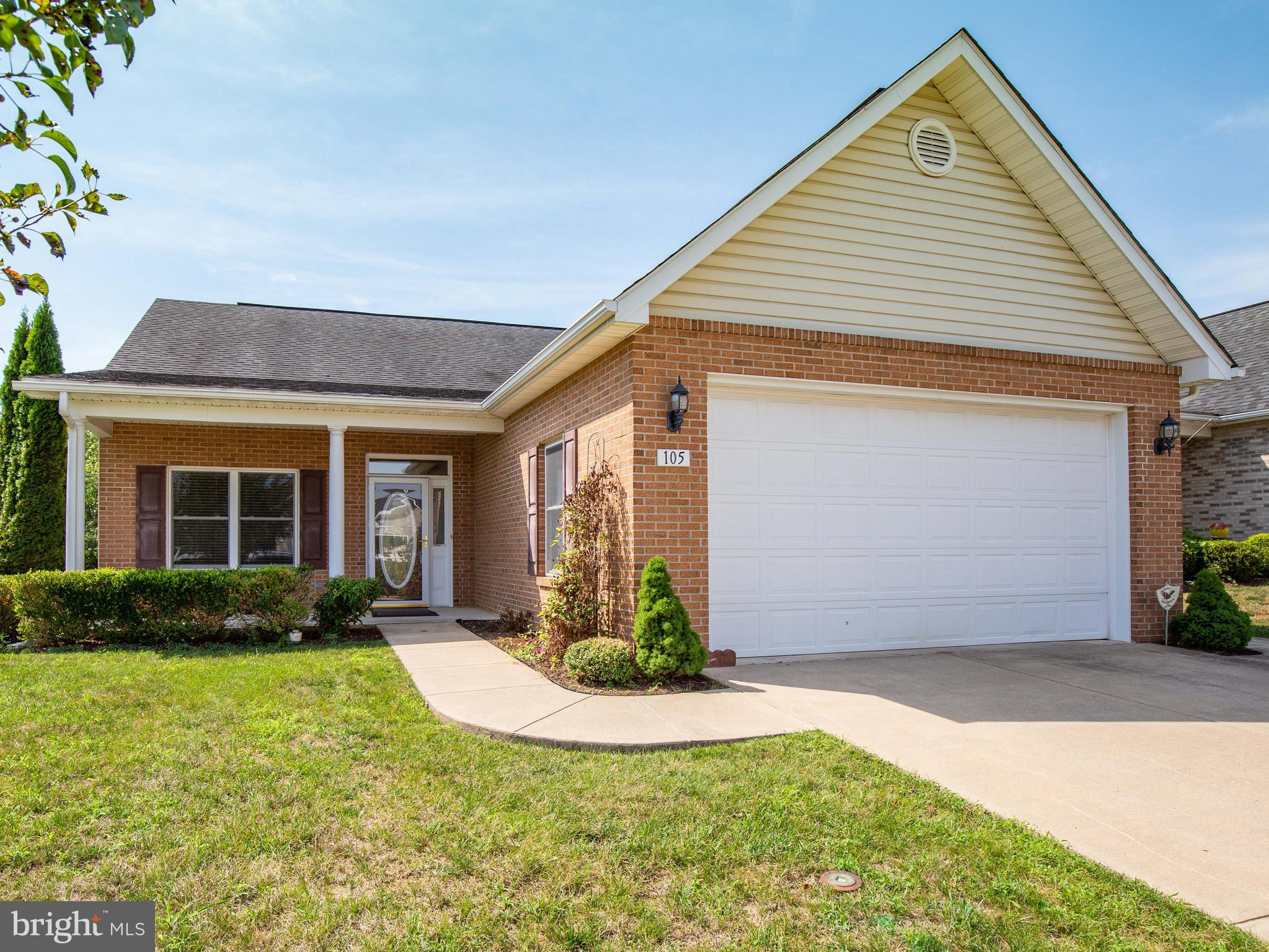 Great opportunity to purchase one level living in Autumn Glen.  Two bedrooms including Spacious Mast