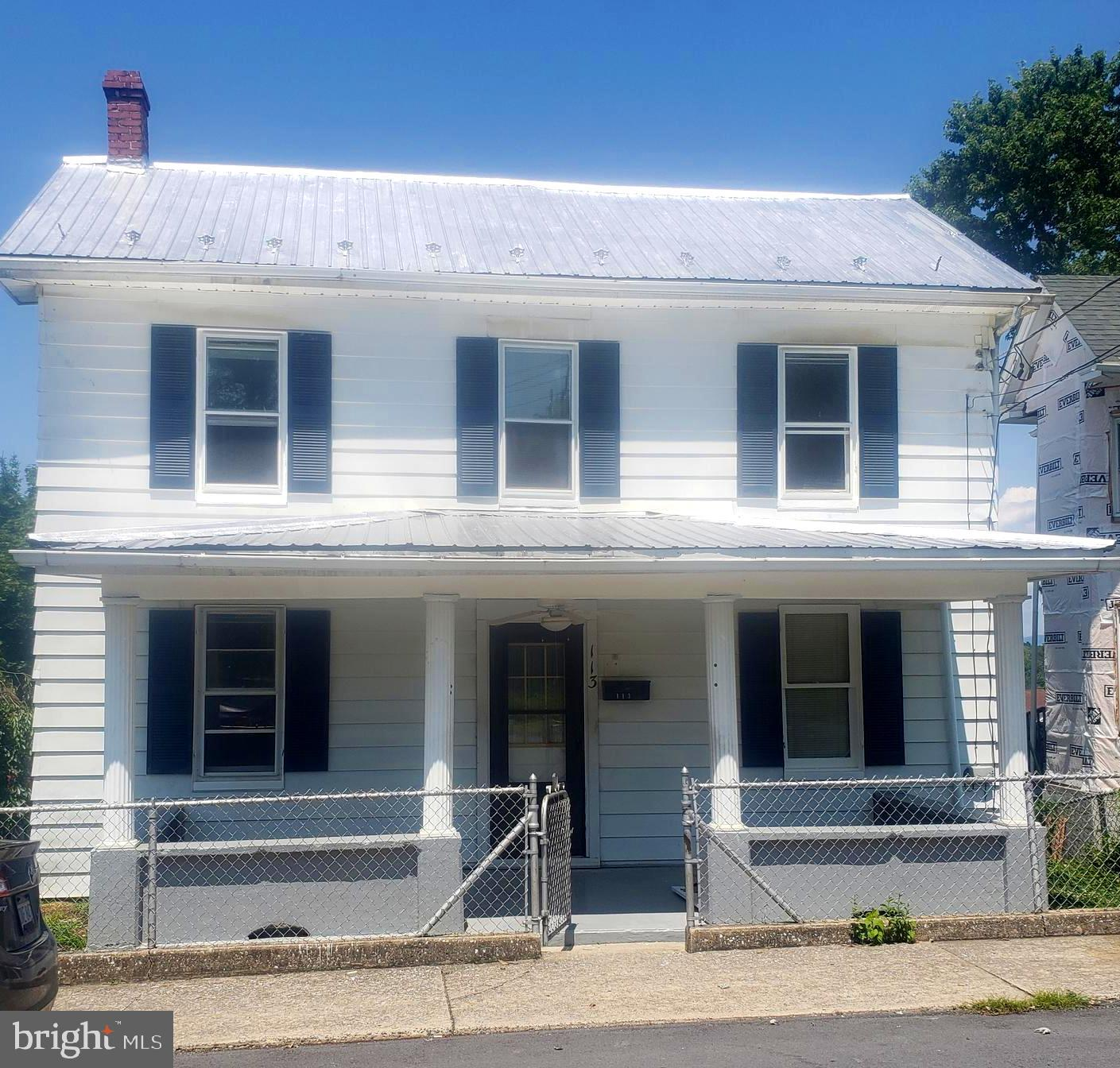 If your just starting out than look no more!  This charming Colonial offers 3 bedrooms, 1 bath, kitc