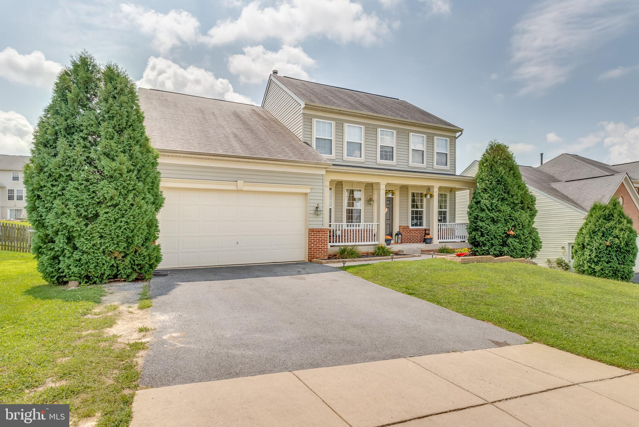 You don't want to miss this gorgeous 4 bedroom 2.5 bath colonial home situated in desirable Archer's