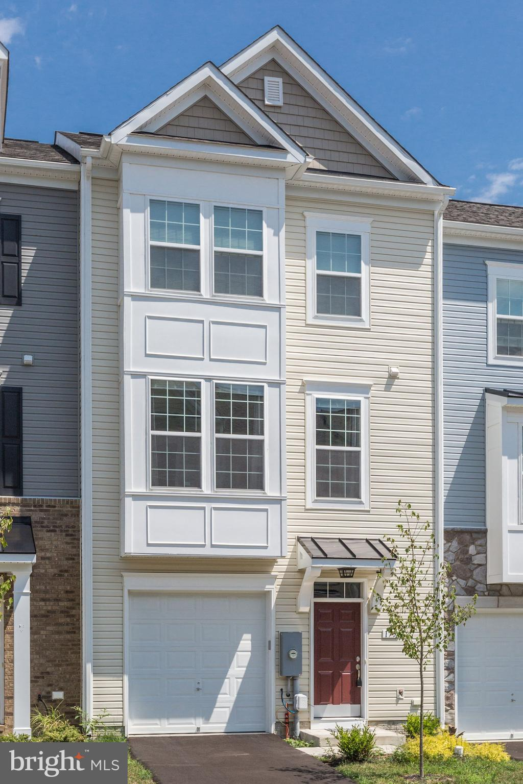 Beautiful 3 Level Town House, Open Floor Plan, Morning Room Off The Kitchen, 3 Bedrooms, 2 Full Bath
