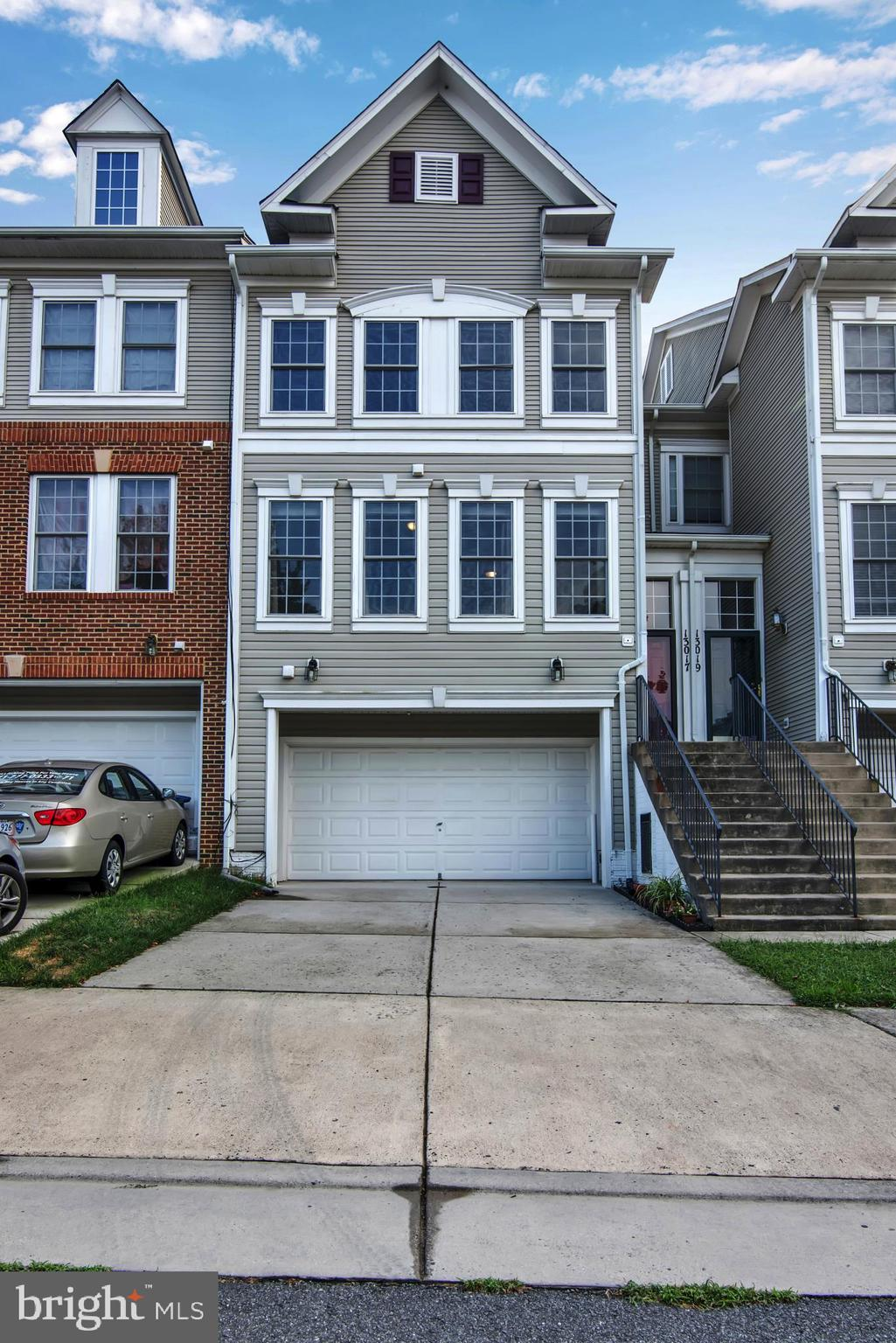 VERY NICE 3 Finished Level Townhome w/2 Car Garage in Amenity-Filled BRAEMAR Community * CONVENIENT