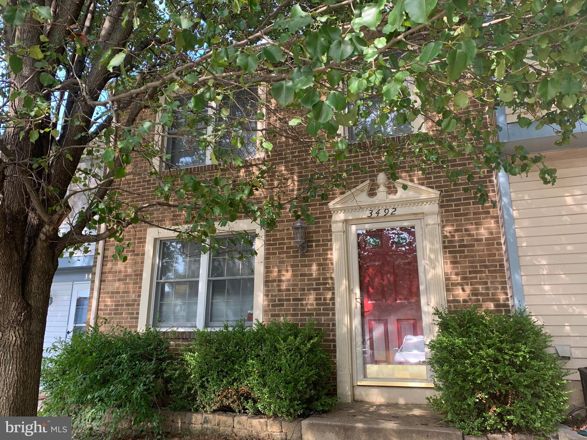 Beautiful 2 level townhouse. Great location close to Potomac Mills, Route 123, I-95 and Route 1.
