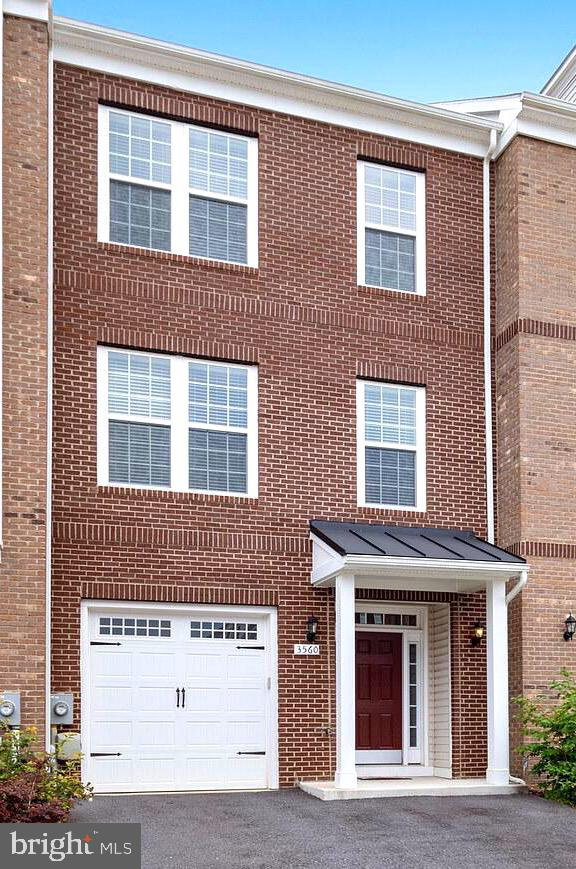 Move now, this young home is ready! Beautiful and meticulous, Seller's didn't miss any details. Upgr