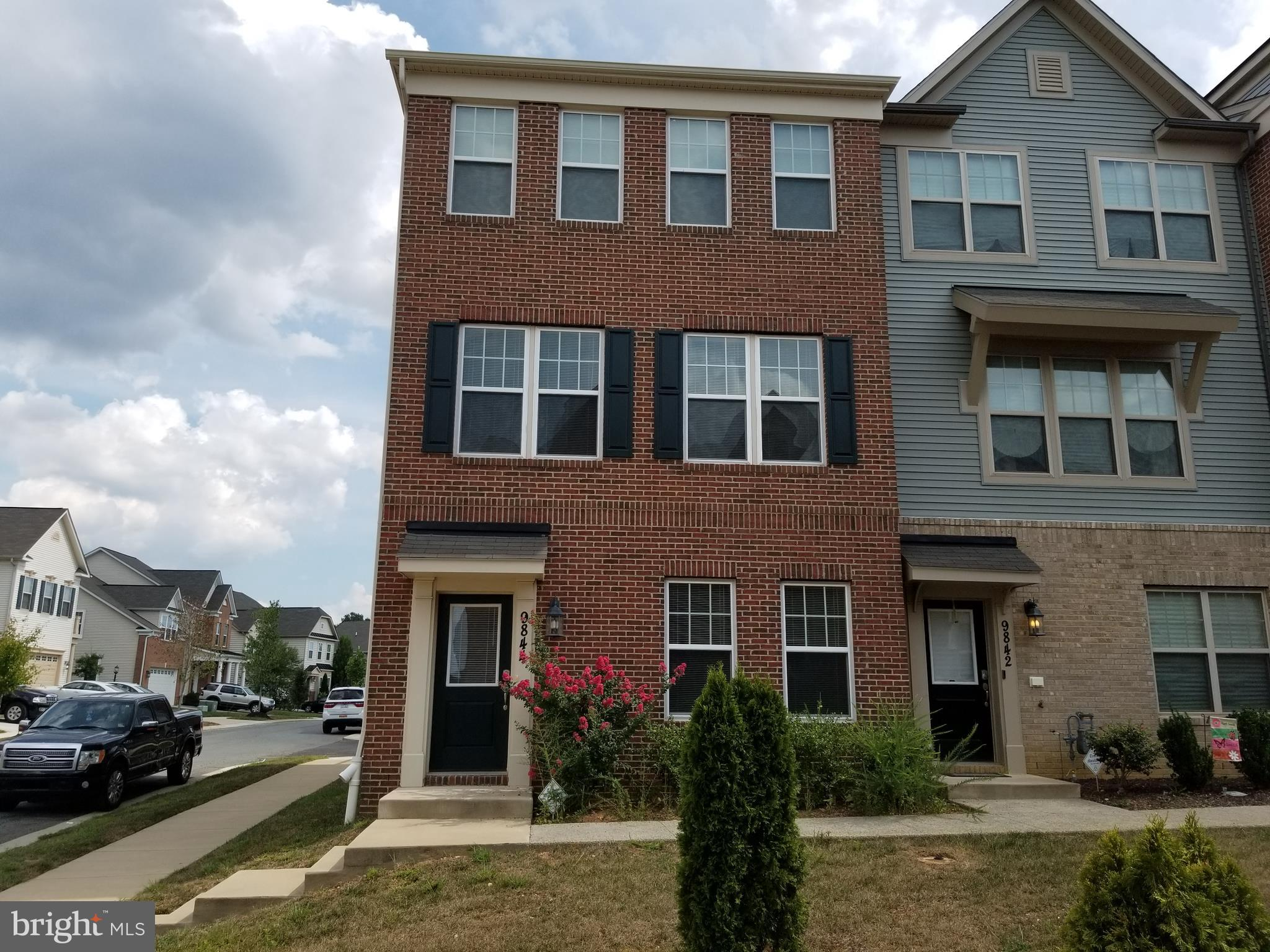 BEAUTIFUL COLONIAL TOWNHOME IN SCOTLAND HEIGHTS SUBDIVISON ZONED FOR NORTH POINTE HIGH SCHOOL.  THIS