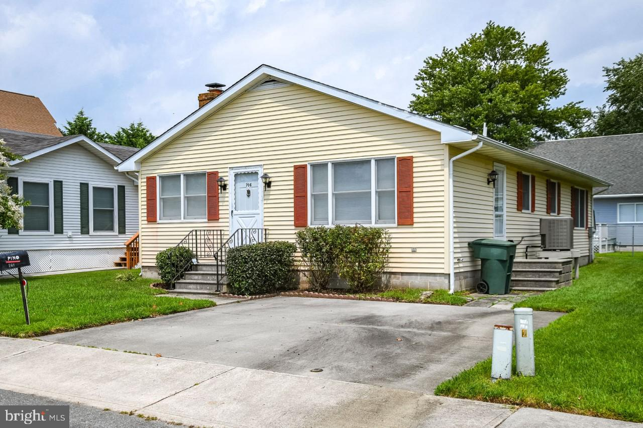 Immaculately maintained home in quiet Caine Woods Community. Located just across from newly updated