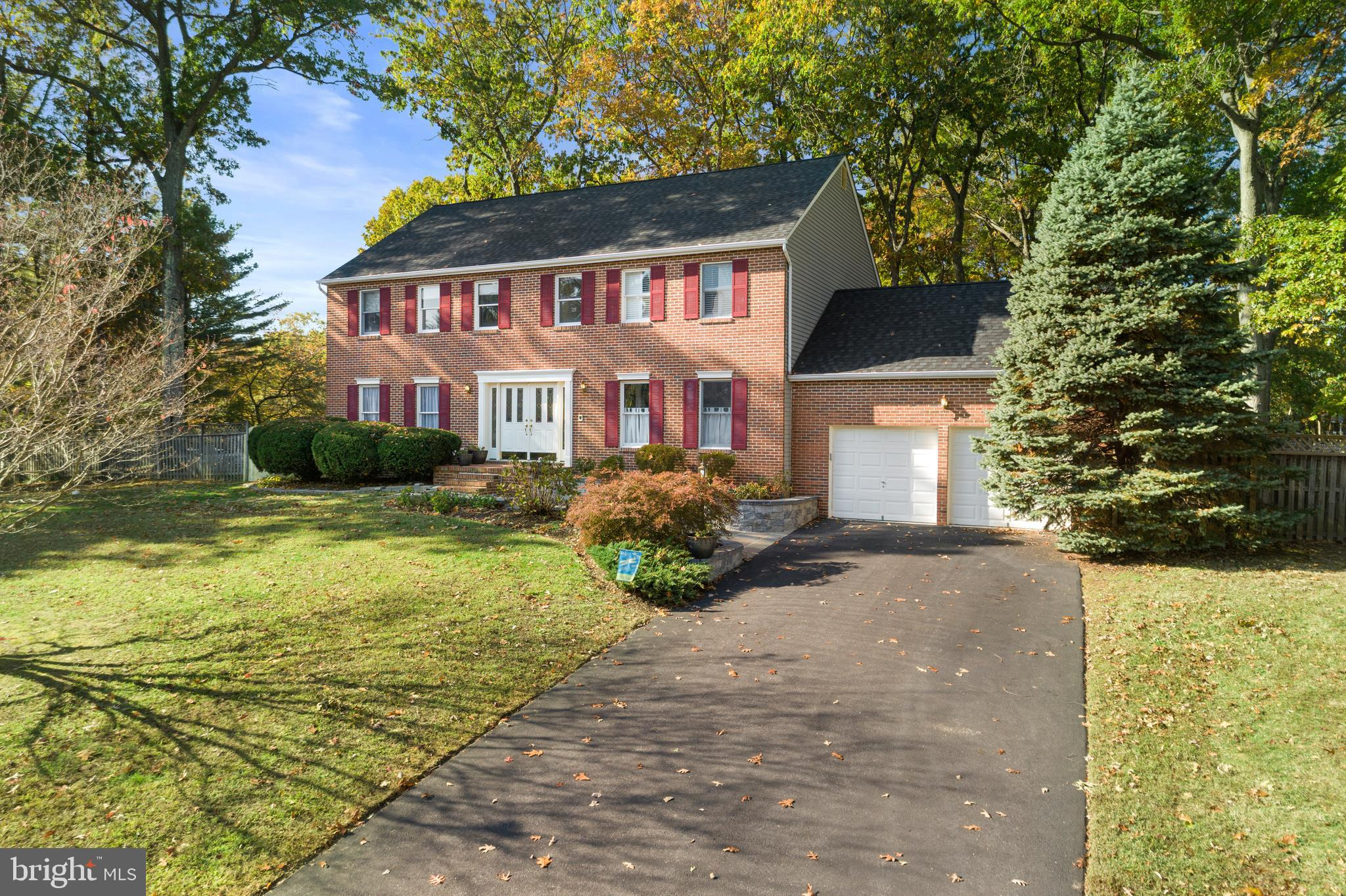 Tucked away on a pristine cul-de-sac in the Oaks of Severna Park, this house has an ideal location w