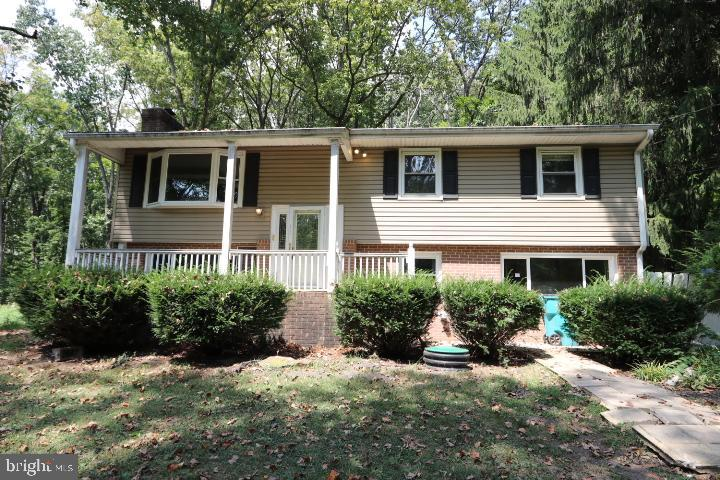 Single family on 1.1 acres with well and septic.  Cash or renovation loans required.  Offers are to