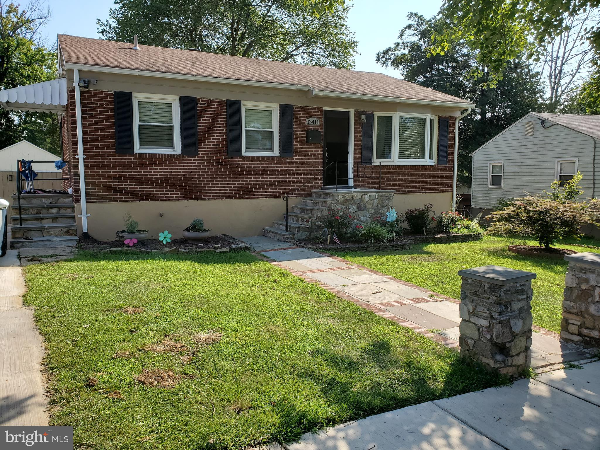 All brick rambler in Wheaton woods, close to  transportation, schools, shopping, 10 minutes to two m