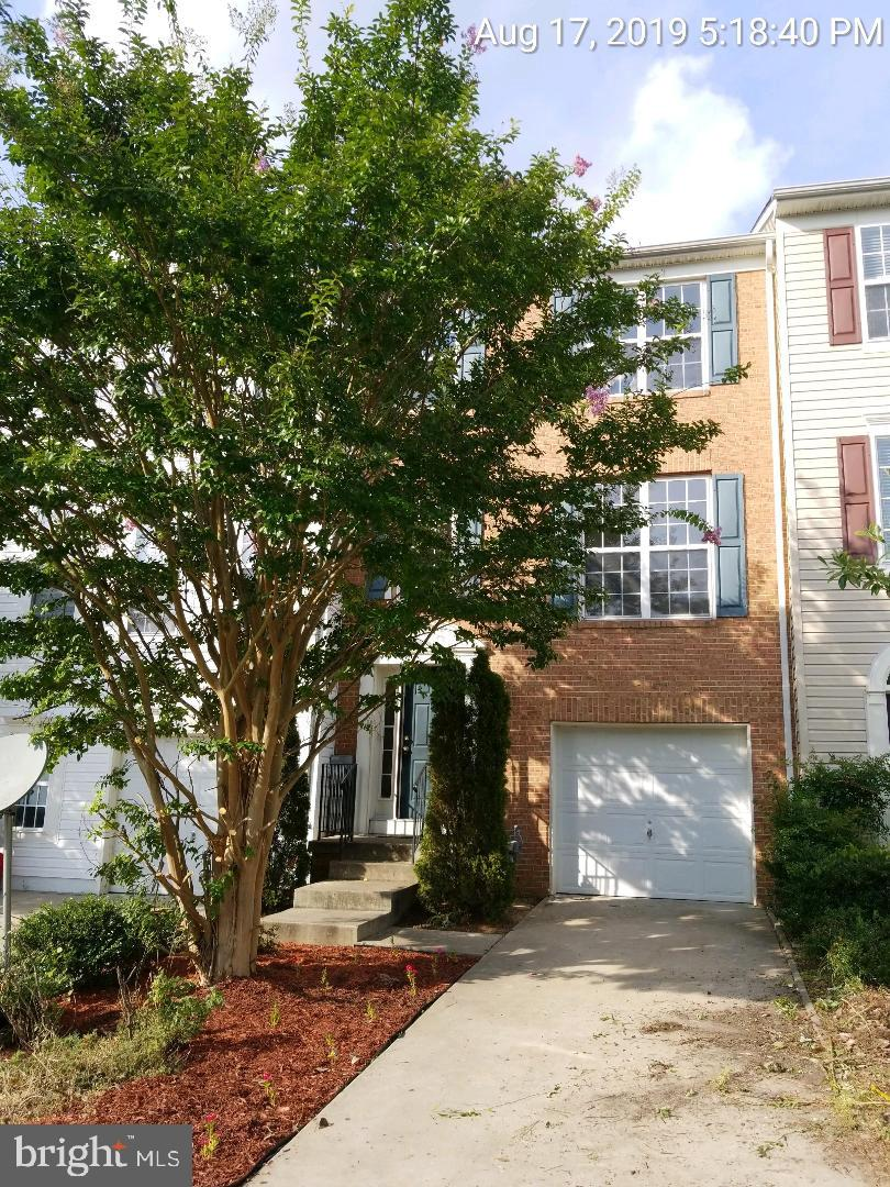 3 STORY TOWNHOME IN WESTBURY SUBDIVISION. MINUTES TO THE PAX RIVER NAVAL BASE, SCHOOLS, SHOPPING AND