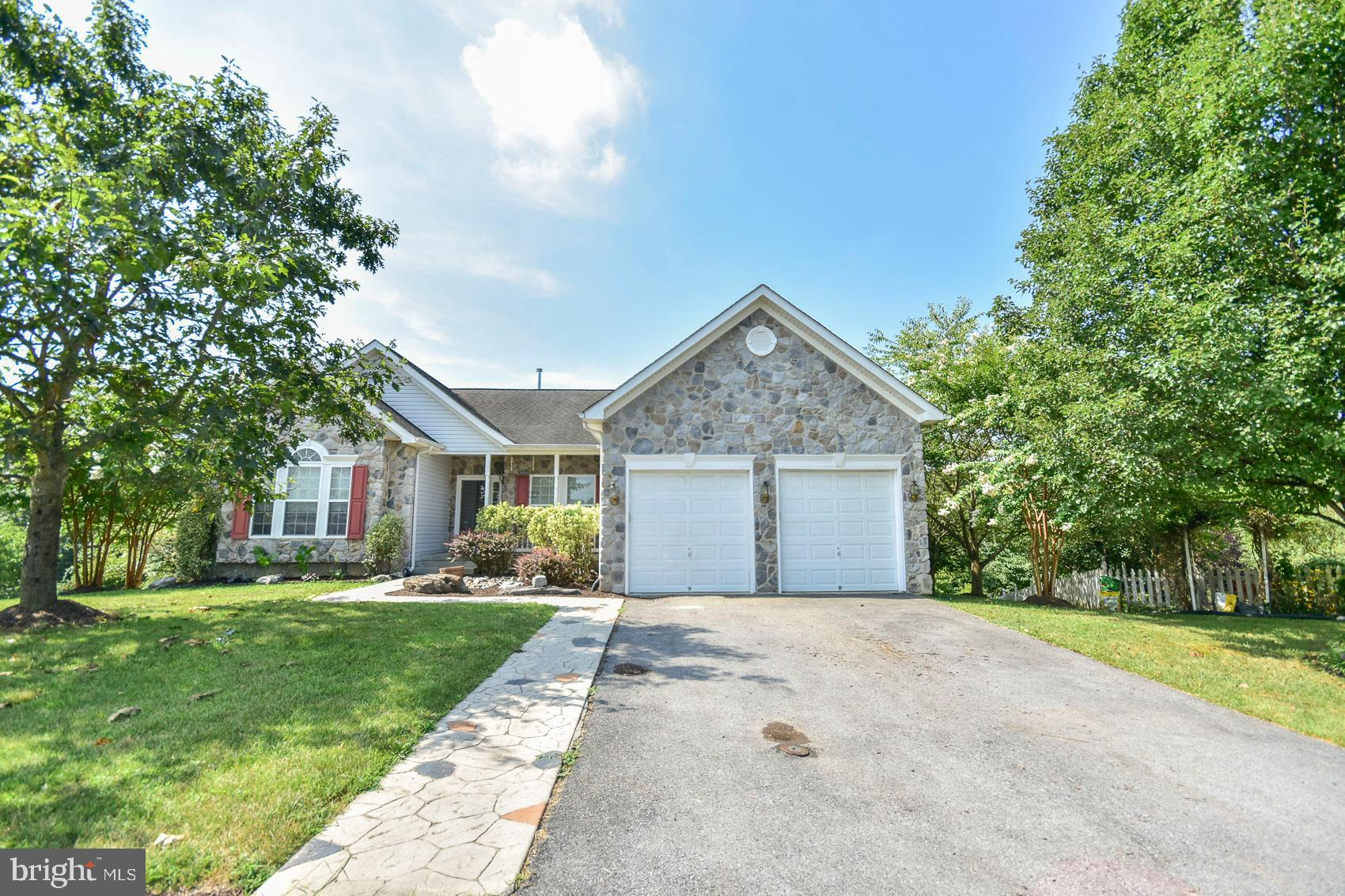 Charming rancher located in Stonebridge.  Recently renovated in areas of the home.  Nice open floor
