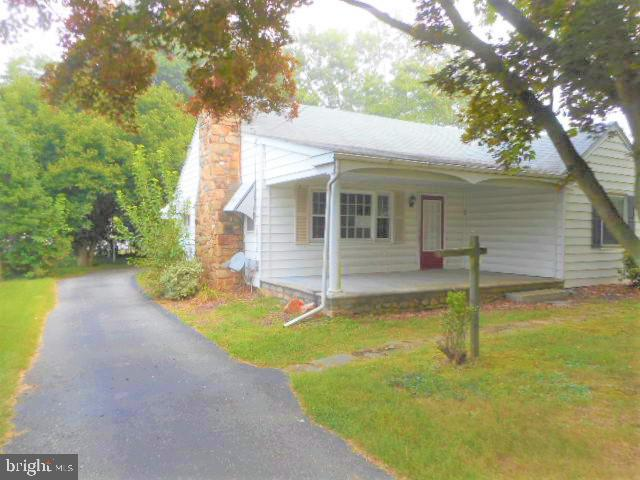 AWESOME PROPERTY AVAILABLE. BRING YOUR PAINT BRUSH AND BUILD INSTANT EQUITY. 3 BEDROOM CAPE COD WITH