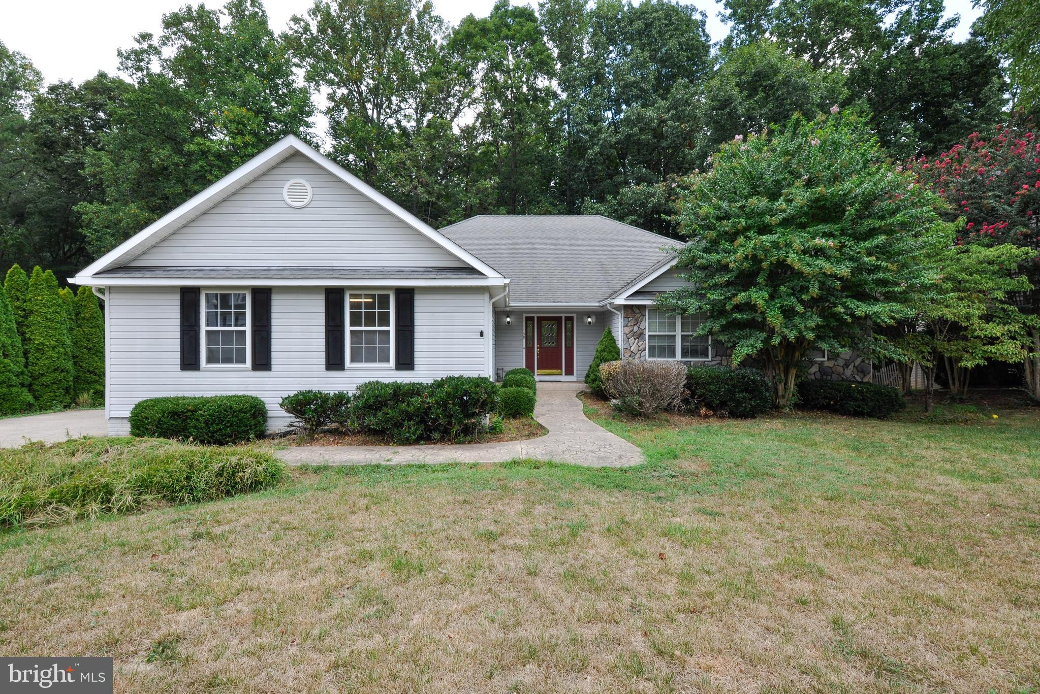 Most affordable home in desirable Augustine North golf course community!  Spacious rambler with part