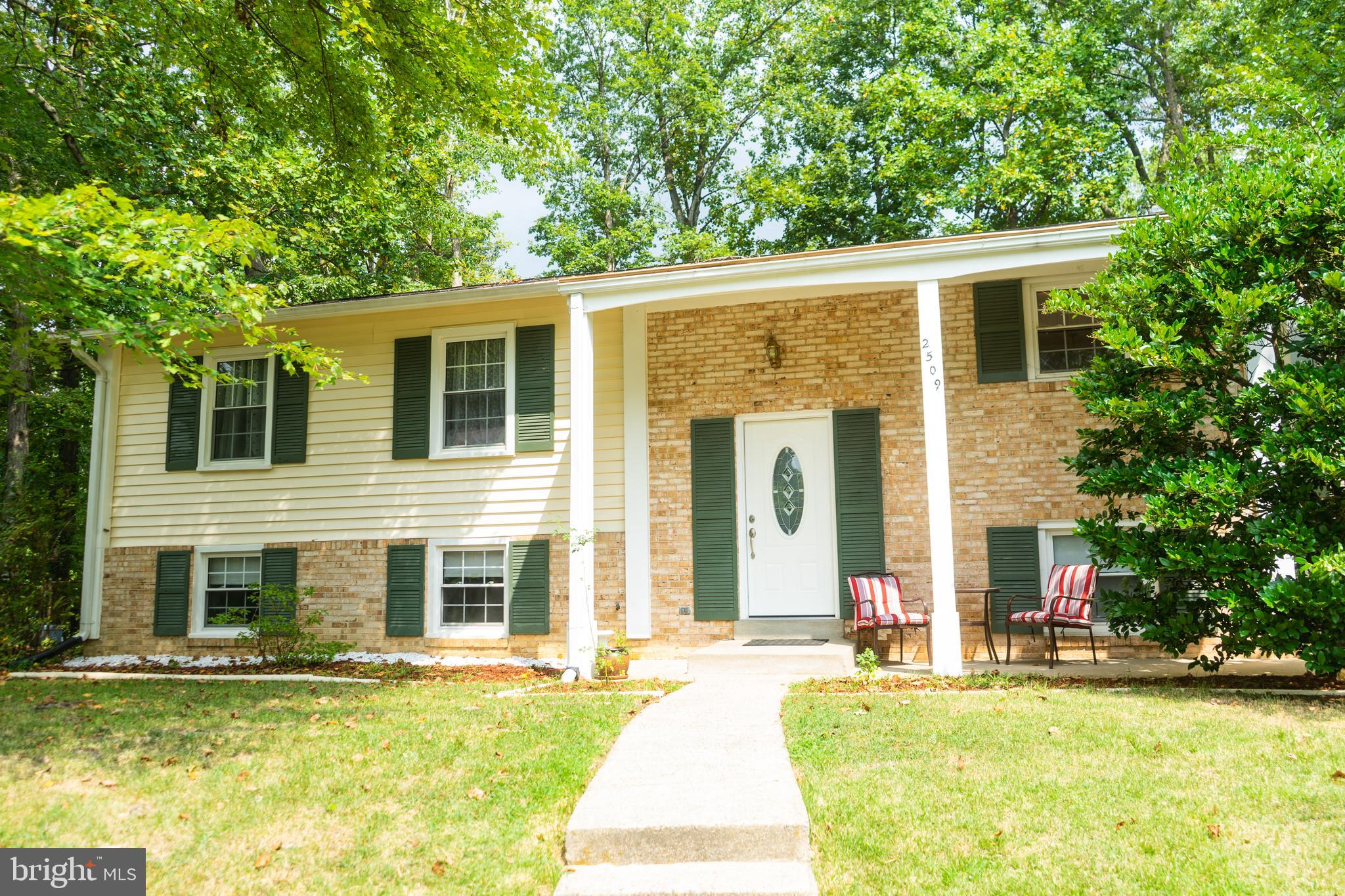 **OPEN HOUSE SUN 8/25/19 from 1pm-3pm**Well kept home at the end of a cul de sac.  Backs to large ba