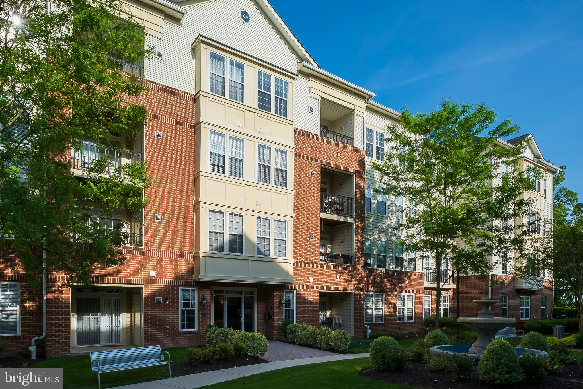 Perfect 55+ condo opportunity for someone looking for stunning outdoor living space & 2 levels of li