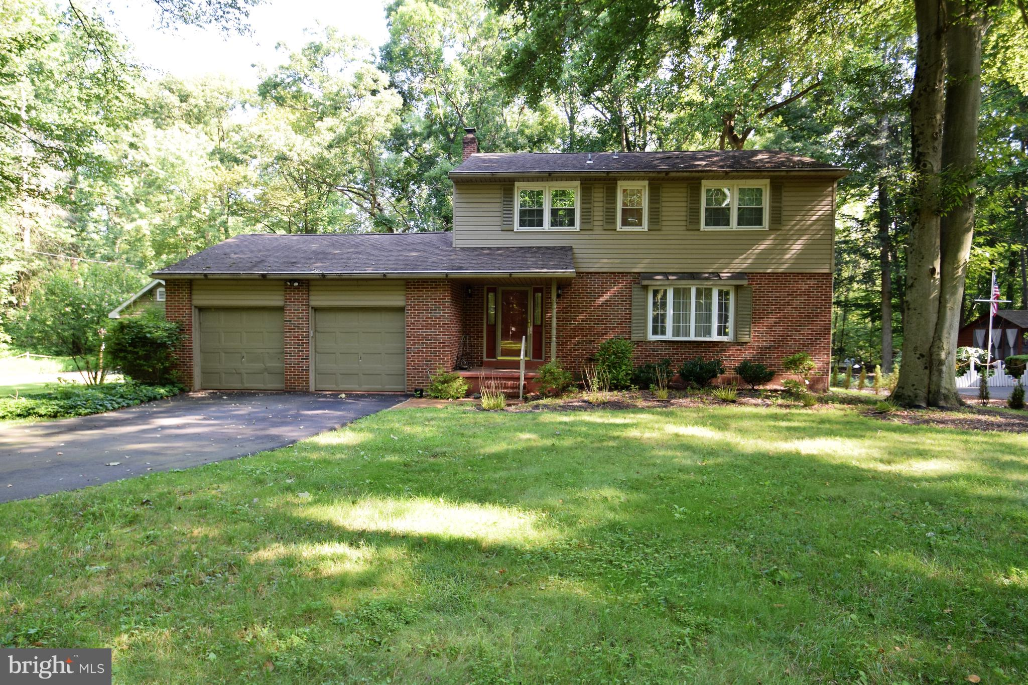 Fantastic Newark colonial! 4 bedroom, 2 and 1/2 bath, 2 car garage home with a basement. This home b