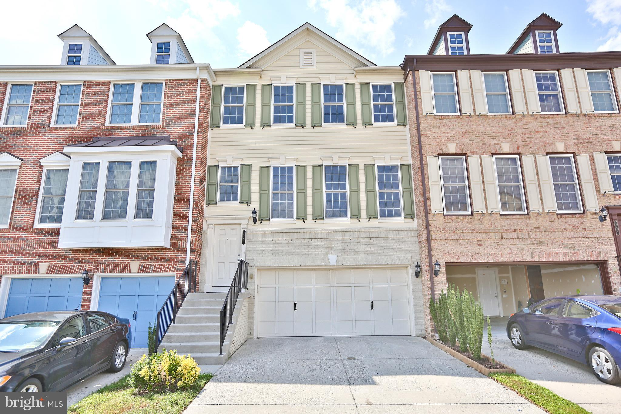 Well maintained townhouse in Oaklawn. 3 level bump out will give you extra living area. Front loadin