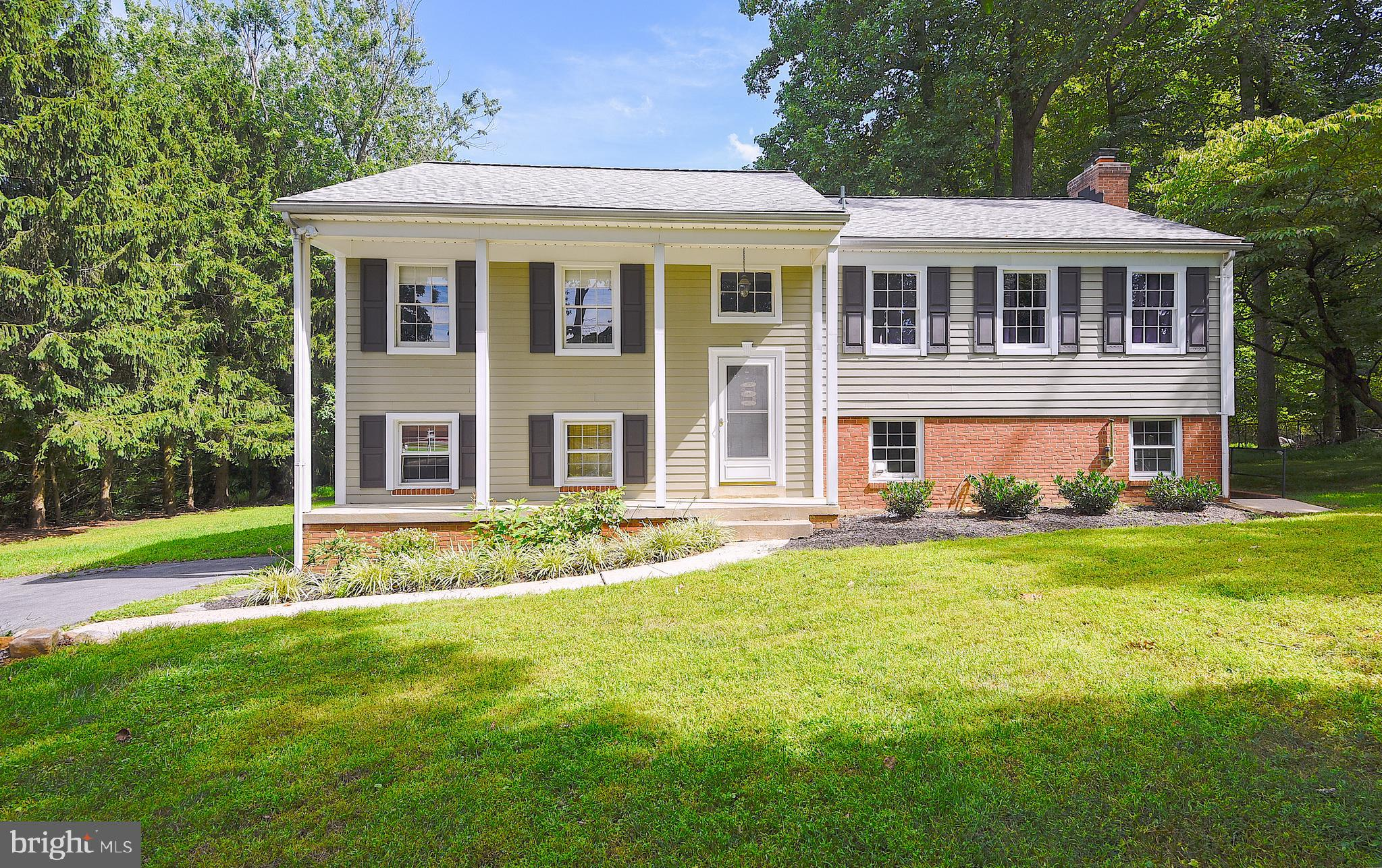Welcome to this Beautiful, Tranquil home in Burntwoods that boasts a Gorgeously Renovated Chef's Kit