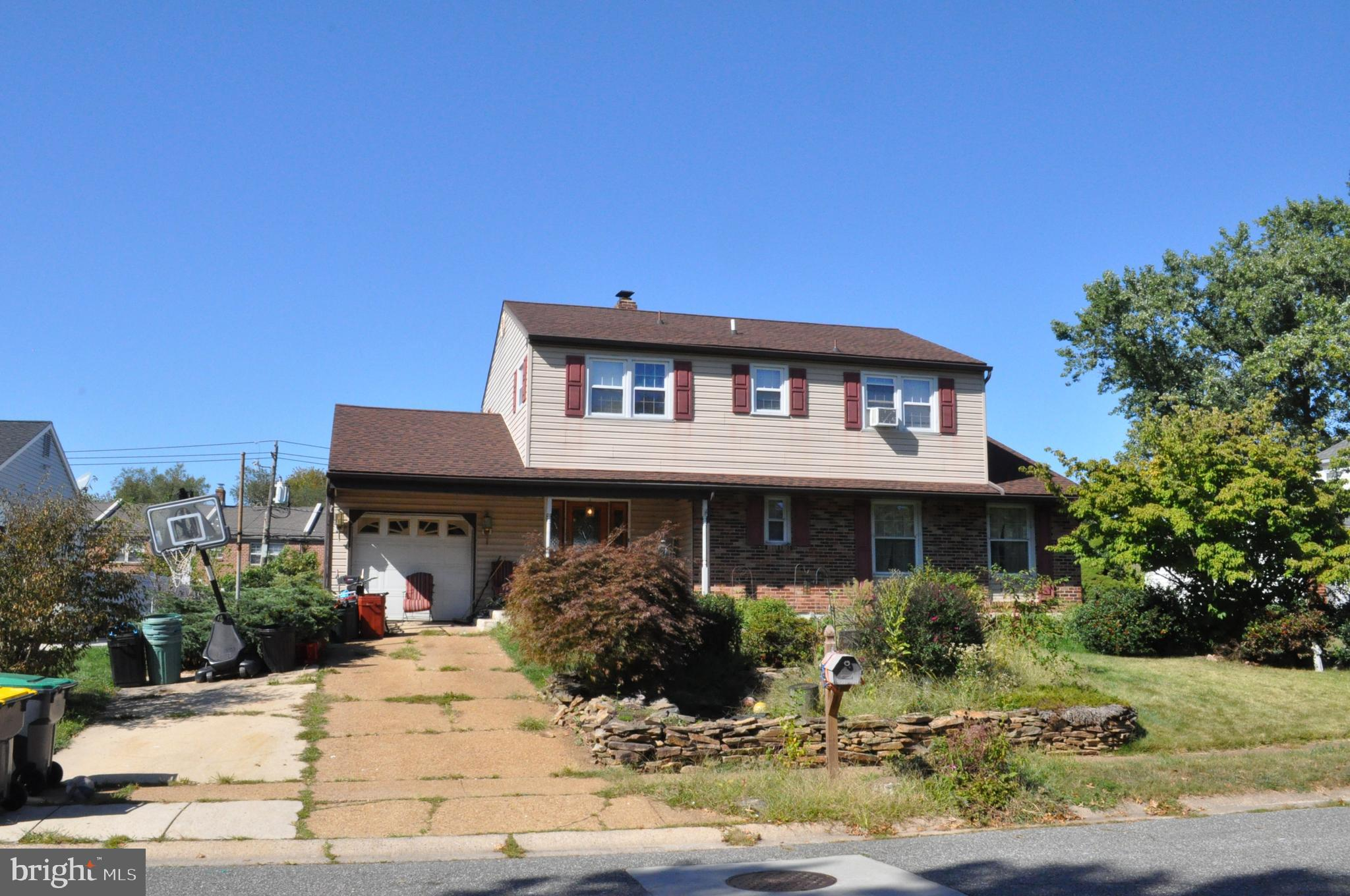 Investor alert.  This Devonshire Colonial is in need of a full renovation.  This home has a newer ro