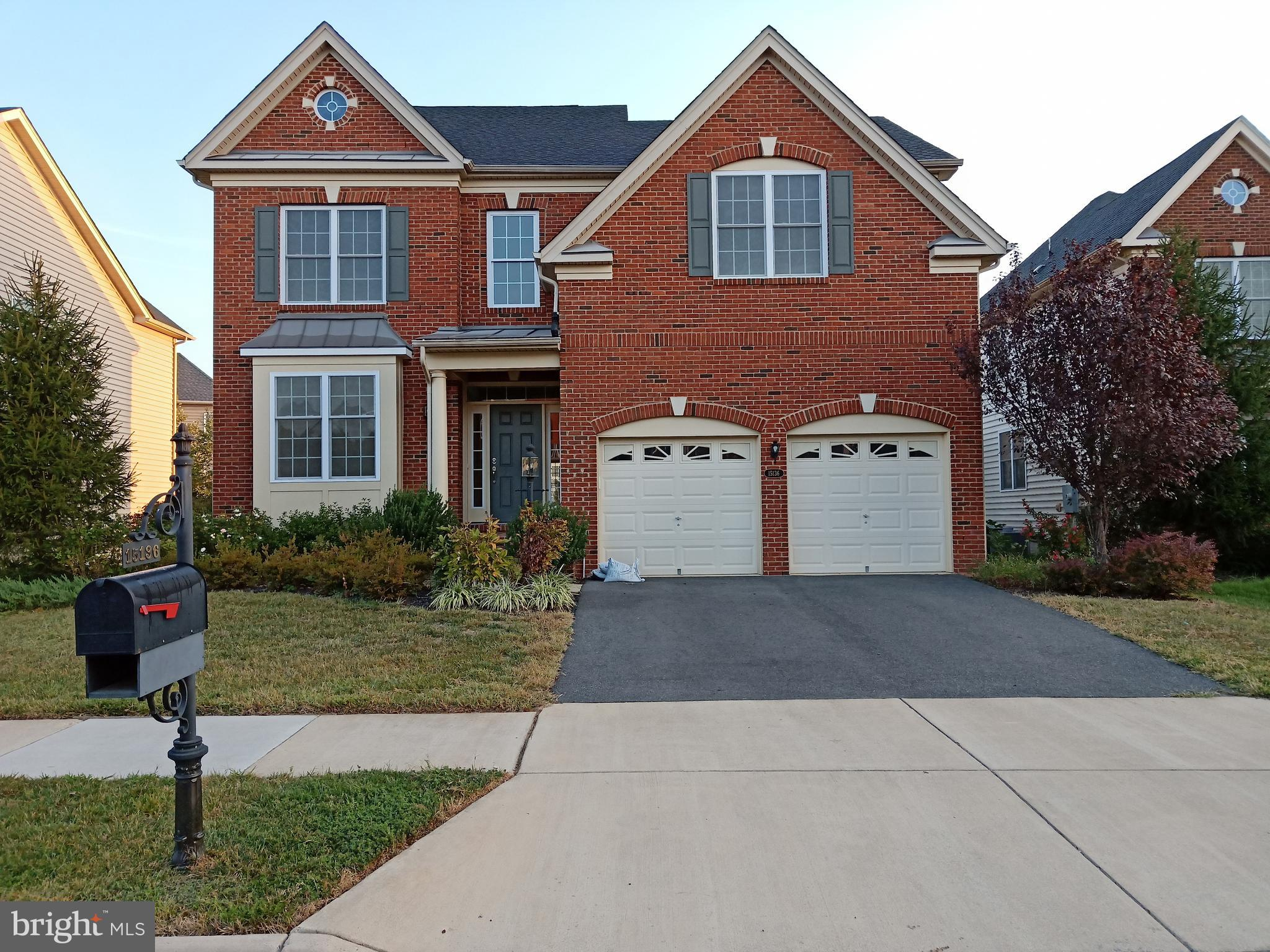 Great site in gated community. Bright natural lights w/ HighCeilings. Hrdwd Floors.  Great RM w/Frpl