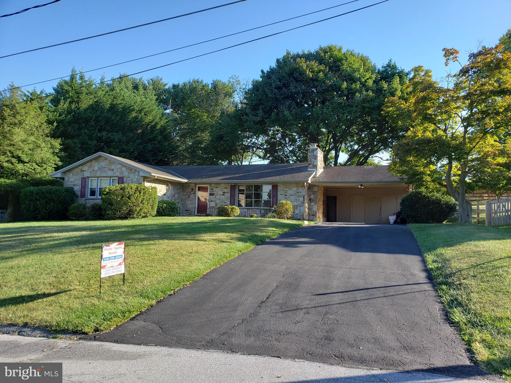 SHOWINGS START   THURS 9/19 due to wet paint. Beautiful Butler stone distinguishes this ranch style