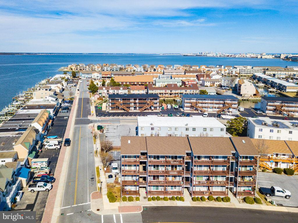 This is It. One of a kind 2 level condo with Bayviews. This awesome 3 Bed 2 Bath is a well-maintaine