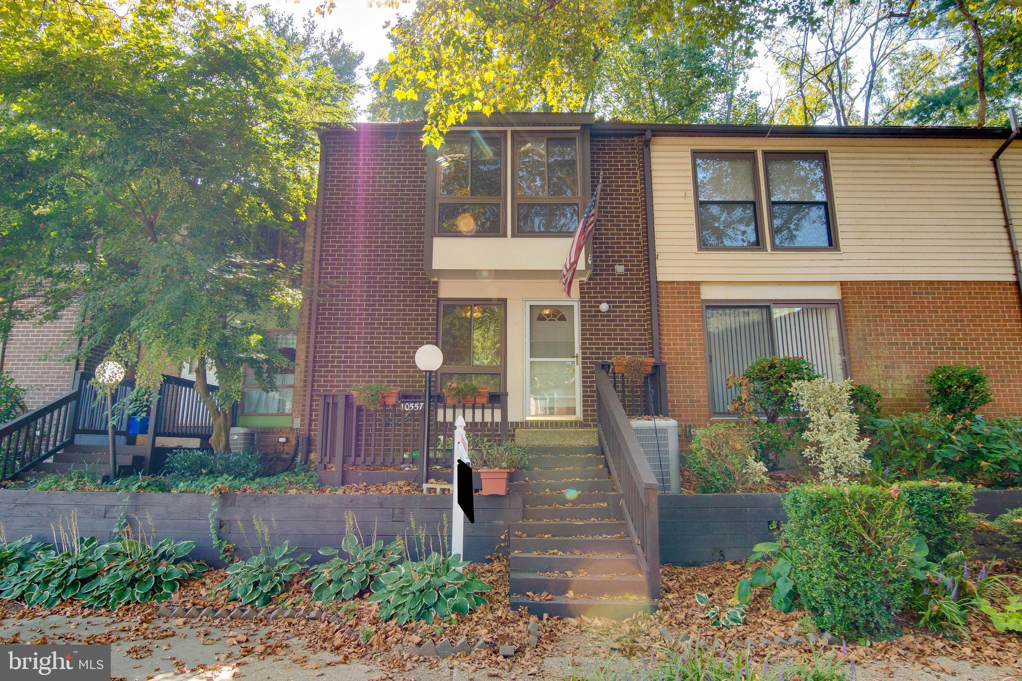 Terrific Columbia townhouse within short distance (even walkable) of Howard Community College, the M