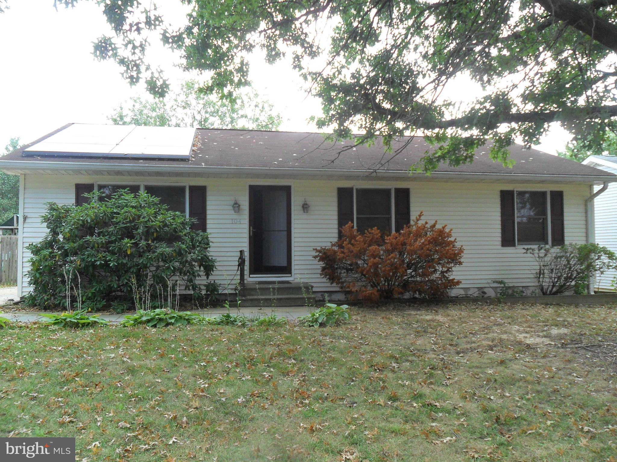3 bedroom, 2 bath ranch home located in cul-de-sac.  Enter into living room with hardwood  floors wh