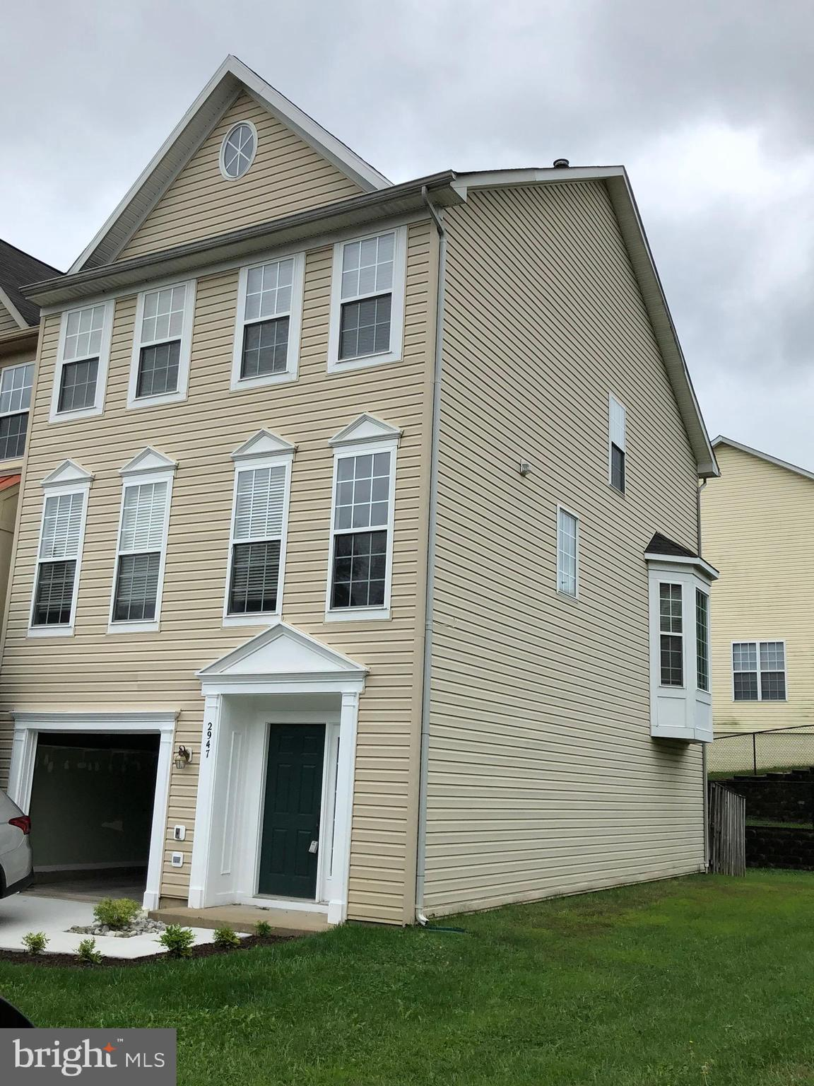 Wonderful end unit town-home in Markhams Grant, with 3 bedrooms, 4 baths - 2 full 2 half. Walkout ba