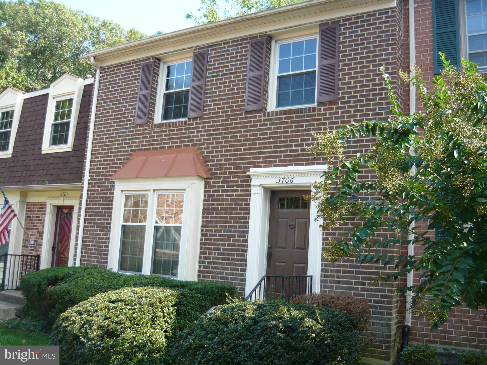 3 LEVEL, 4 BEDROOM, 3 FULL BATHS AND 1 1/2 BATH BRICK TOWNHOUSE IN SOUGHT AFTER                  LAF
