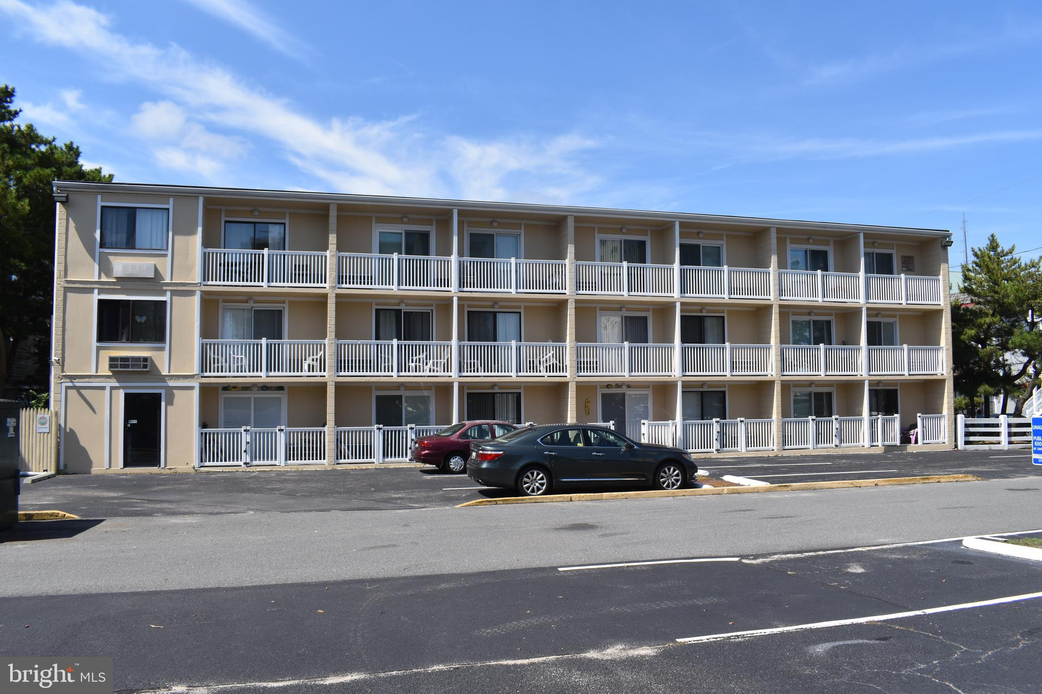 Great Deal!  30 seconds to the beach . Ocean Block Efficiency.  Completely upgraded including  count