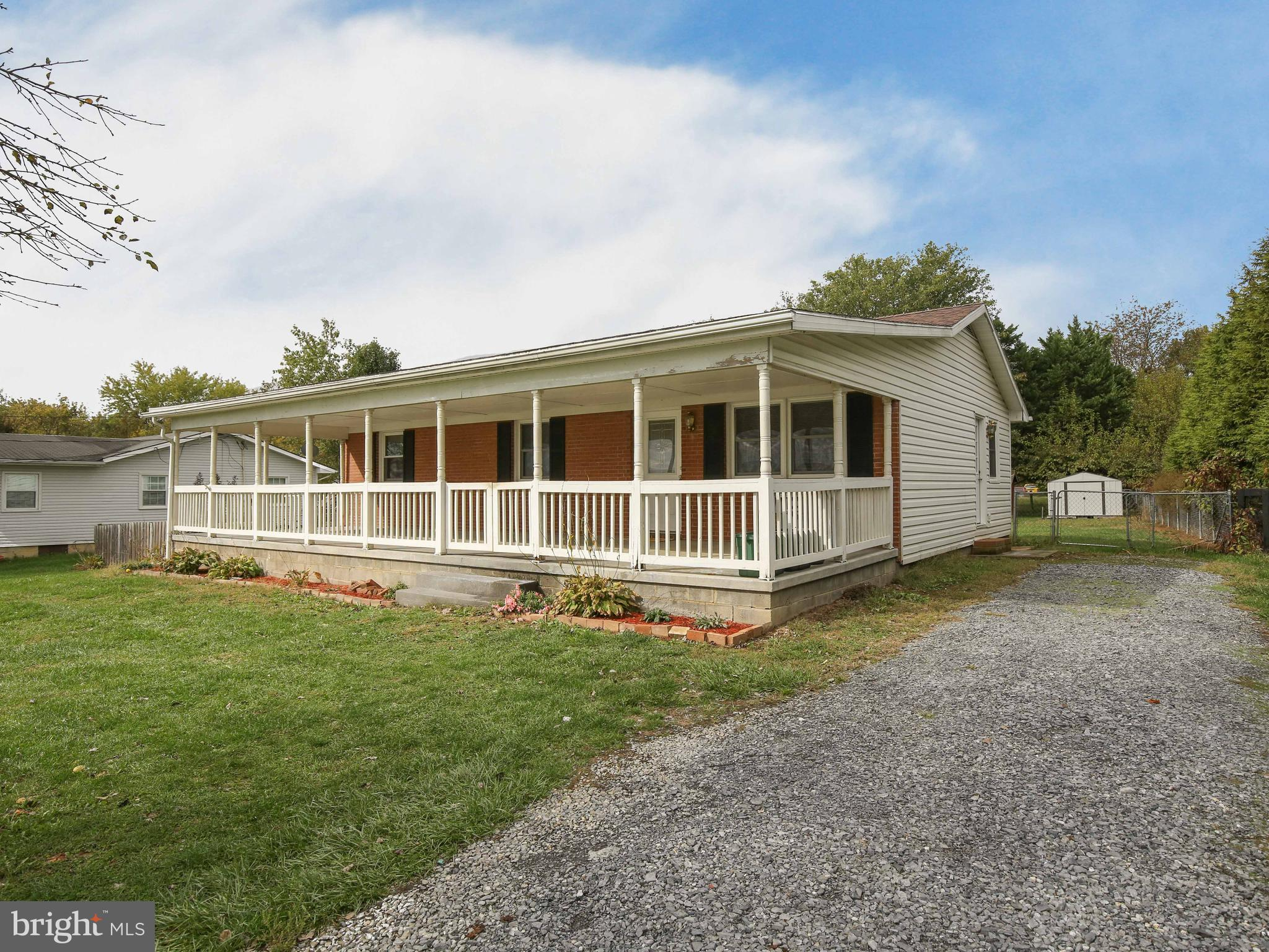Enjoy living in a quiet country setting on 0.4 unrestricted acres. This rancher offers one-level liv