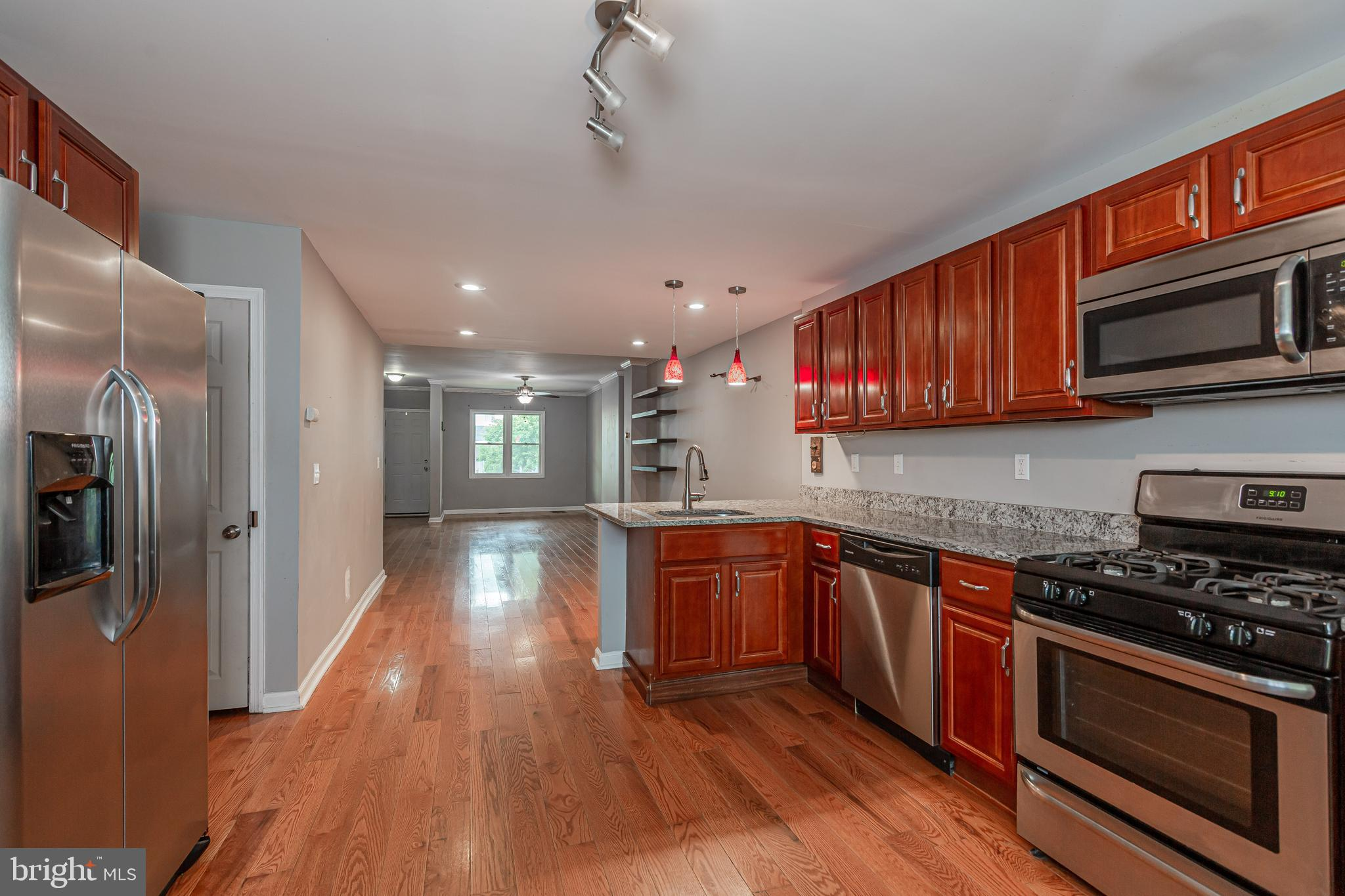 This 3 bedroom 2 and a half bathroom townhouse is centrally located close to schools and downtown Ha