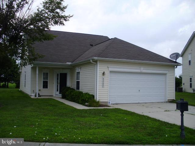 Contemporary home on Golf Course 3 bd 3 ba home with lots of open space. Close to Shopping, city ser