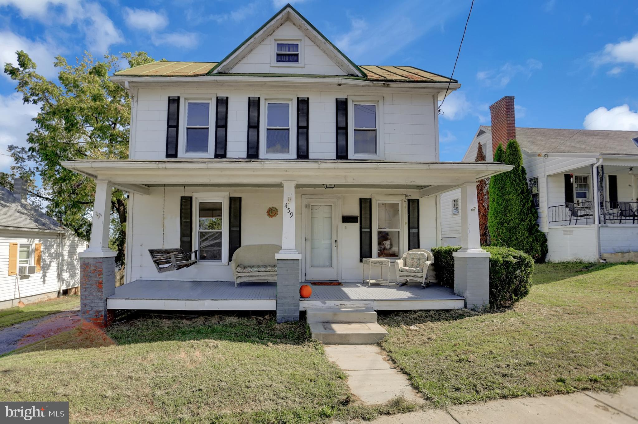 WELL CARED FOR 2/3 BD & DEN 1.5 BA COLONIAL. FENCED BACK YARD, BSMT PAINTED & FURNACE JUST SERVICED.