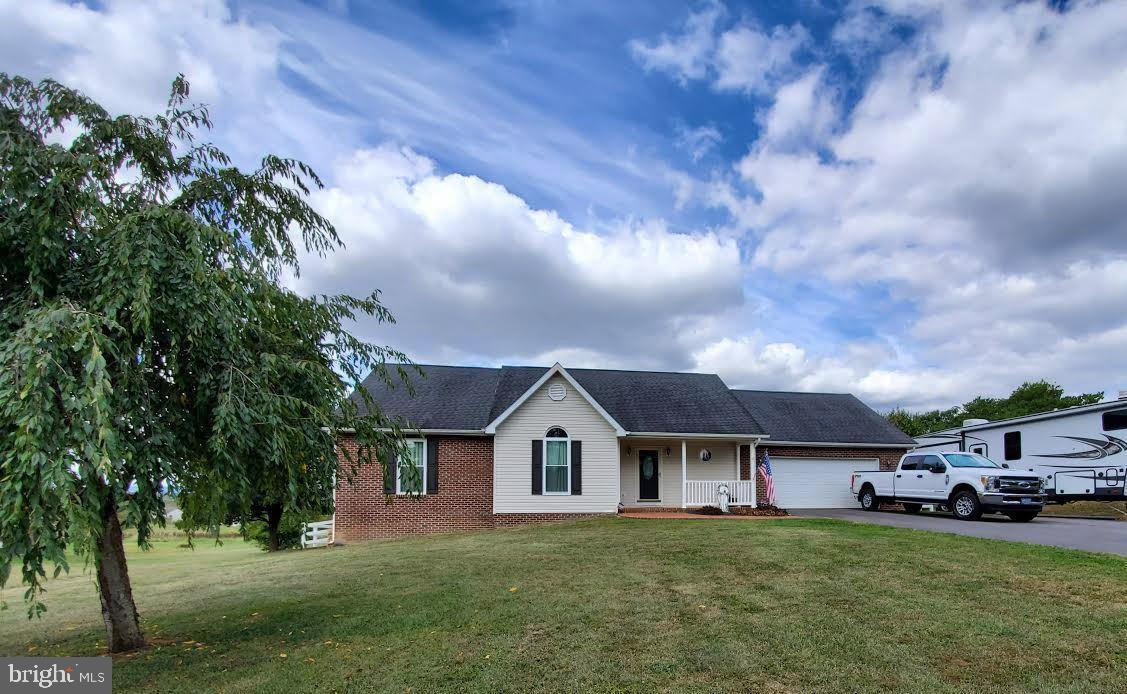 LOVELY WELL MAINTAINED RANCHER!! Situated on 0.72 Unrestricted Acres with scenic views on a quiet La
