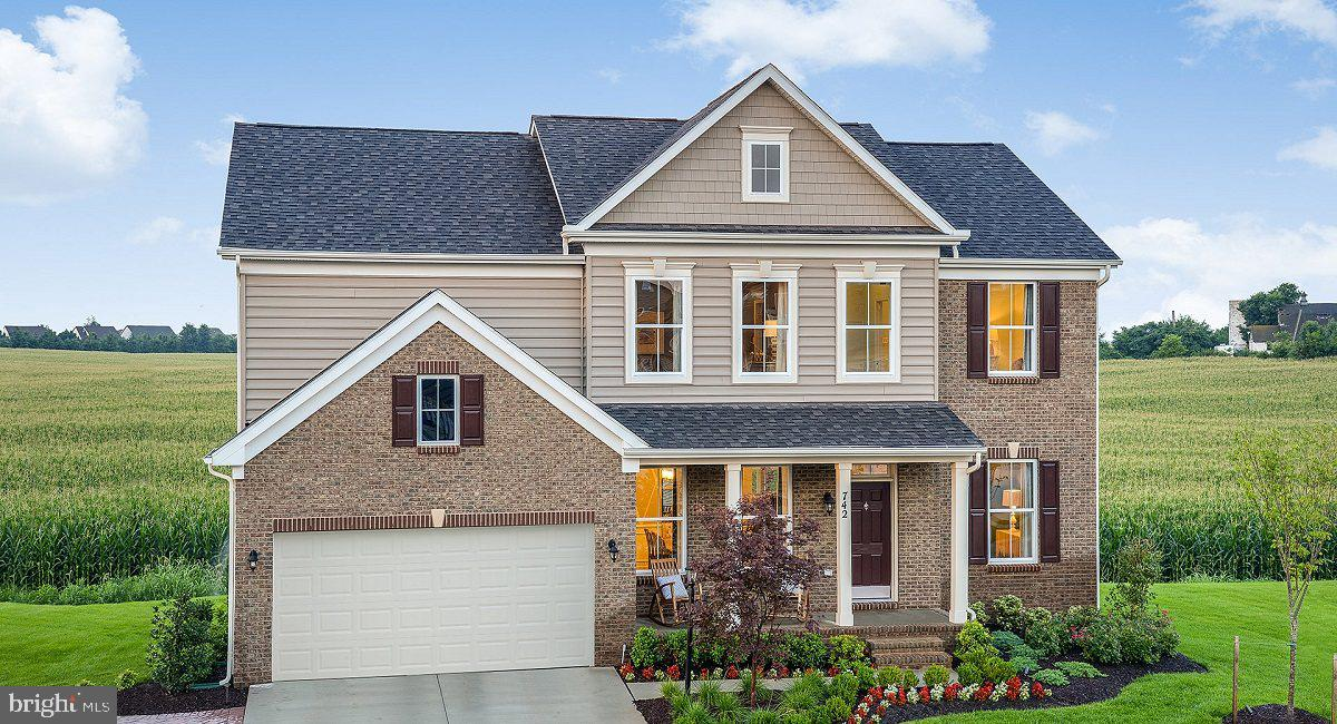 EXQUISITE ~COLUMBIA~ LENNAR MODEL HOME BOASTING 4,037SQFT. OF FINISHED LIVING SPACE, PERFECT TO ENTE
