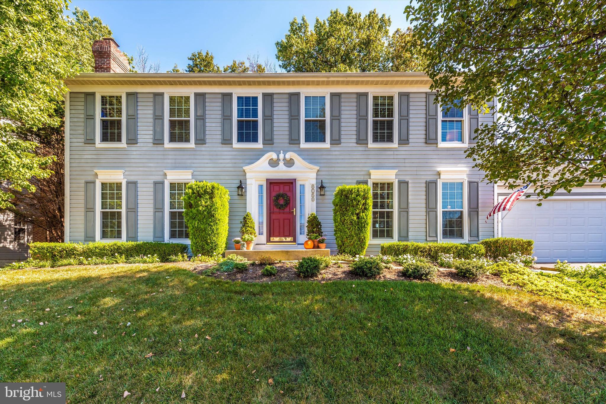 Beautiful home in immaculate condition in sought after community of Summerfield! Maintenance free li
