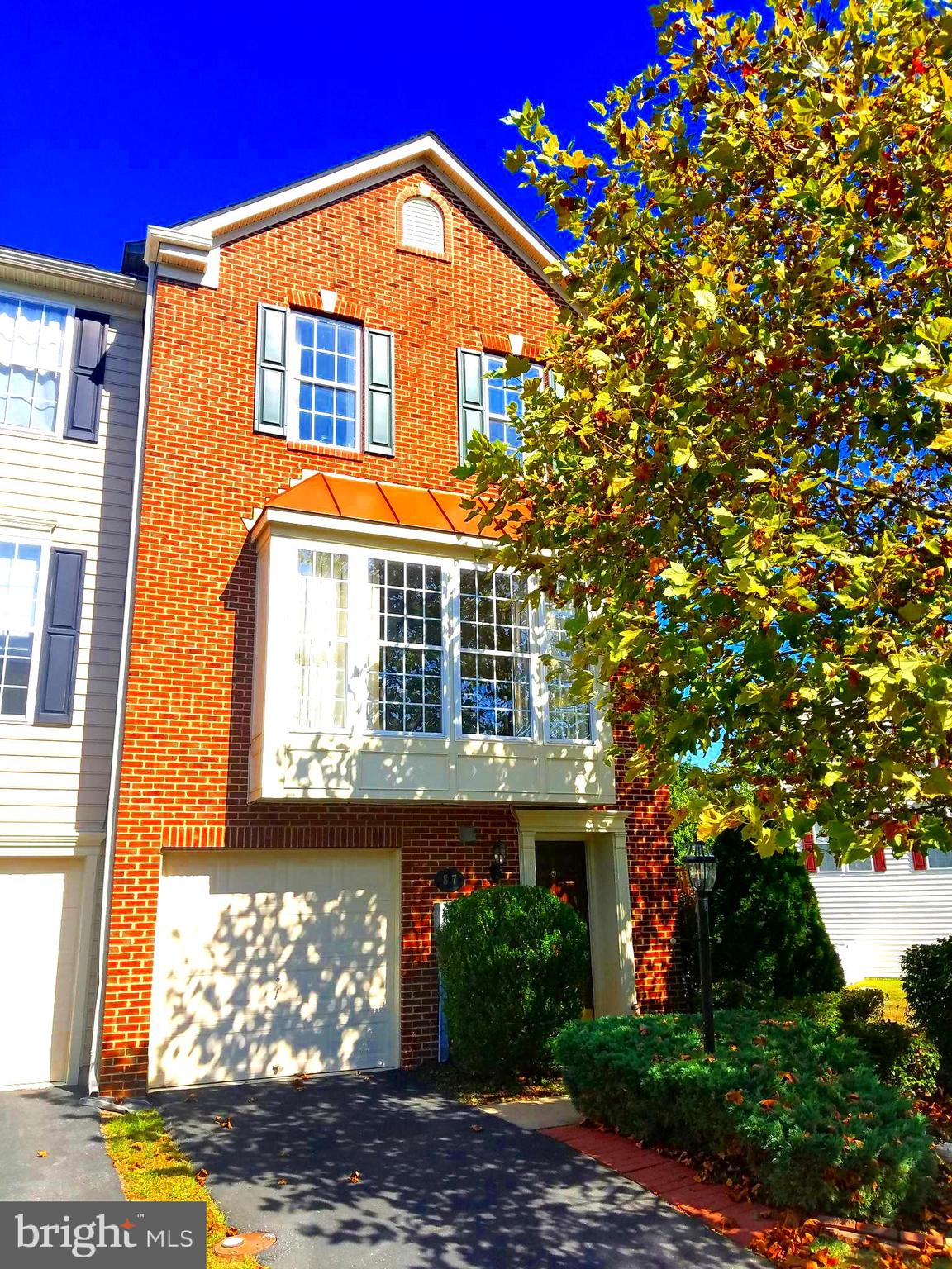 IS THIS THE NICEST TOWNHOME IN ALL OF BERKELEY COUNTY? SCHEDULE A TOUR AND SEE FOR YOURSELF! This is