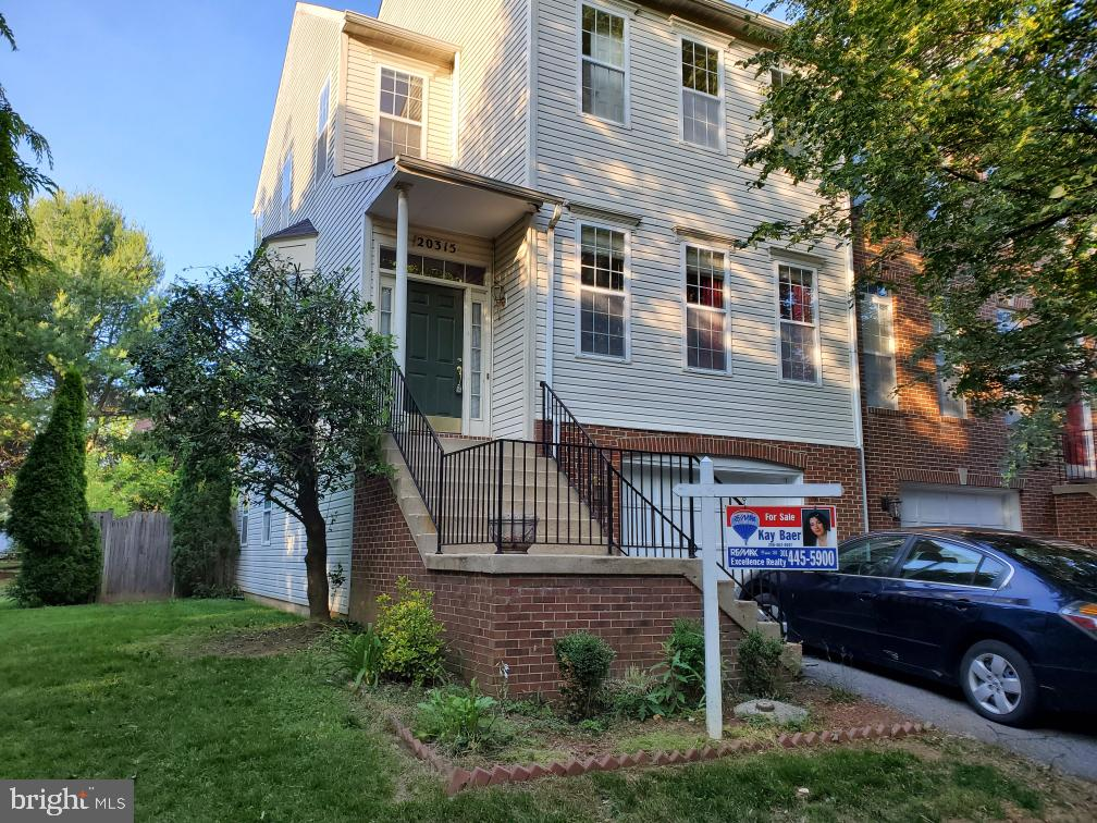 GREAT OPPORTUNITY! END UNIT TOWNHOUSE WITH 3 FINISHED LEVELS AND WALK OUT BASEMENT! QUIET SETTING. M