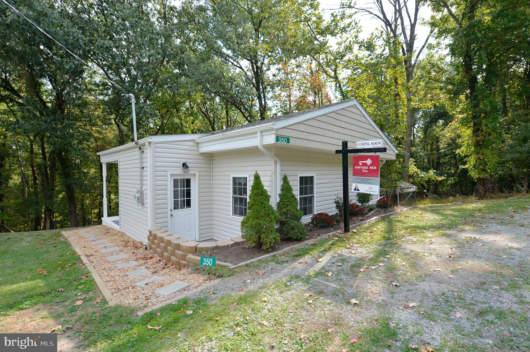 Welcome to the Retreat! Fantastic getaway located just minutes to the Loudoun line. 2 Bed/1 bath, Co