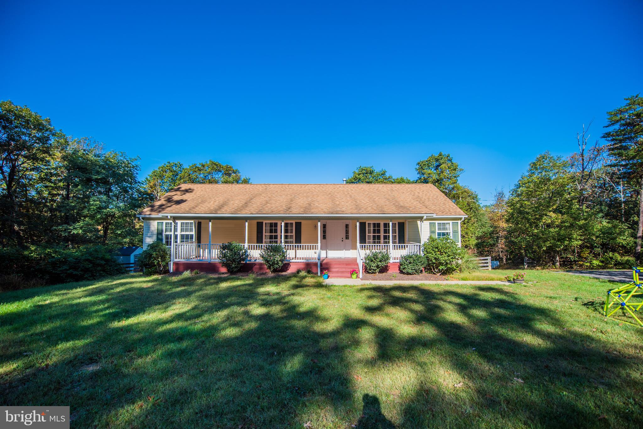 Here is your chance to live in the country and conveniently located to Winchester and Berkeley Sprin
