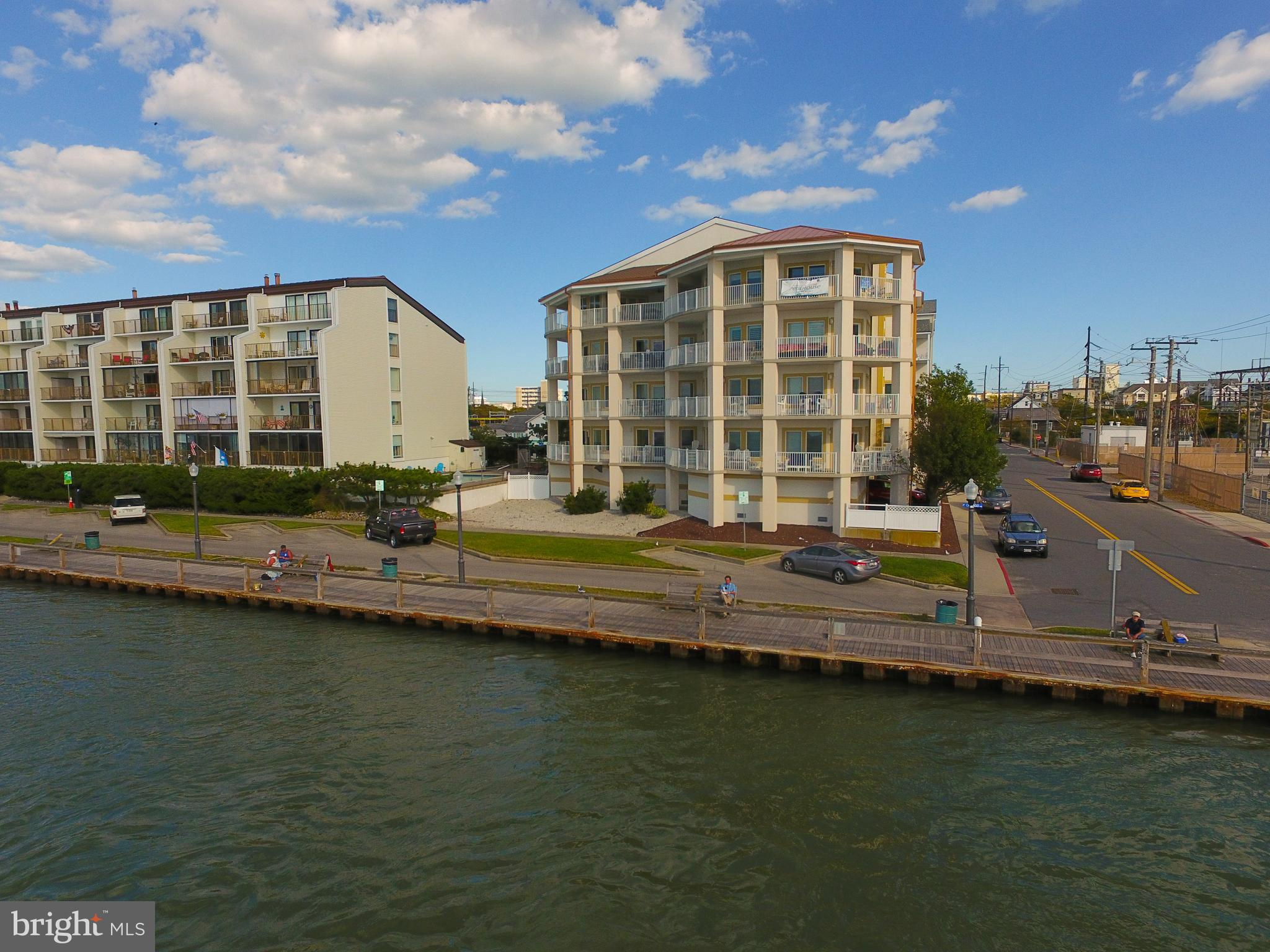Fantastic opportunity and buy on this 1800 sq. ft Direct Bayfront Luxury Condo has a all the upgrade