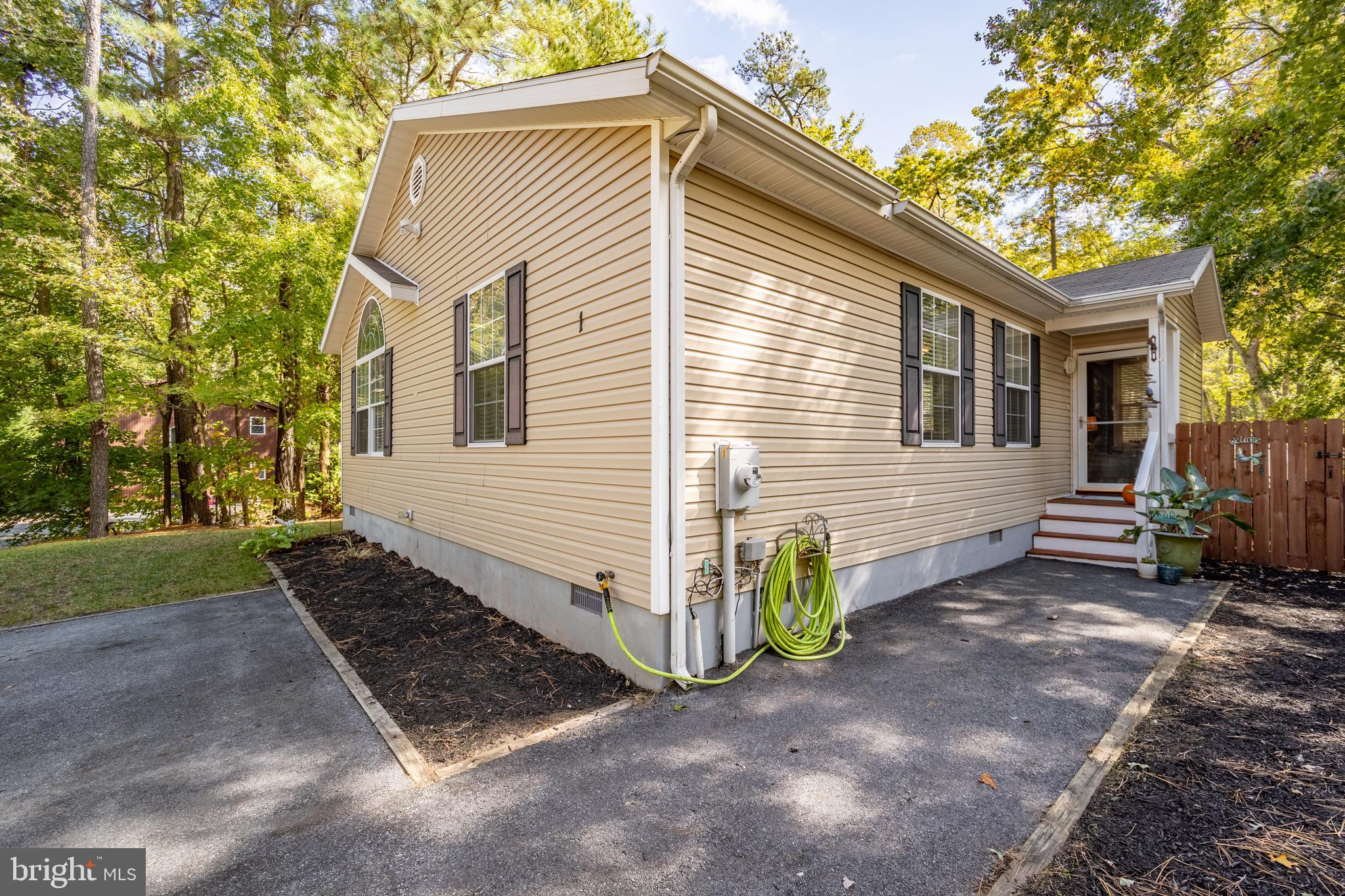 This high and dry home is perfect with a cleared lot  on a cul-de-sac.  3 bedroom 2 bath  1446 sq ft