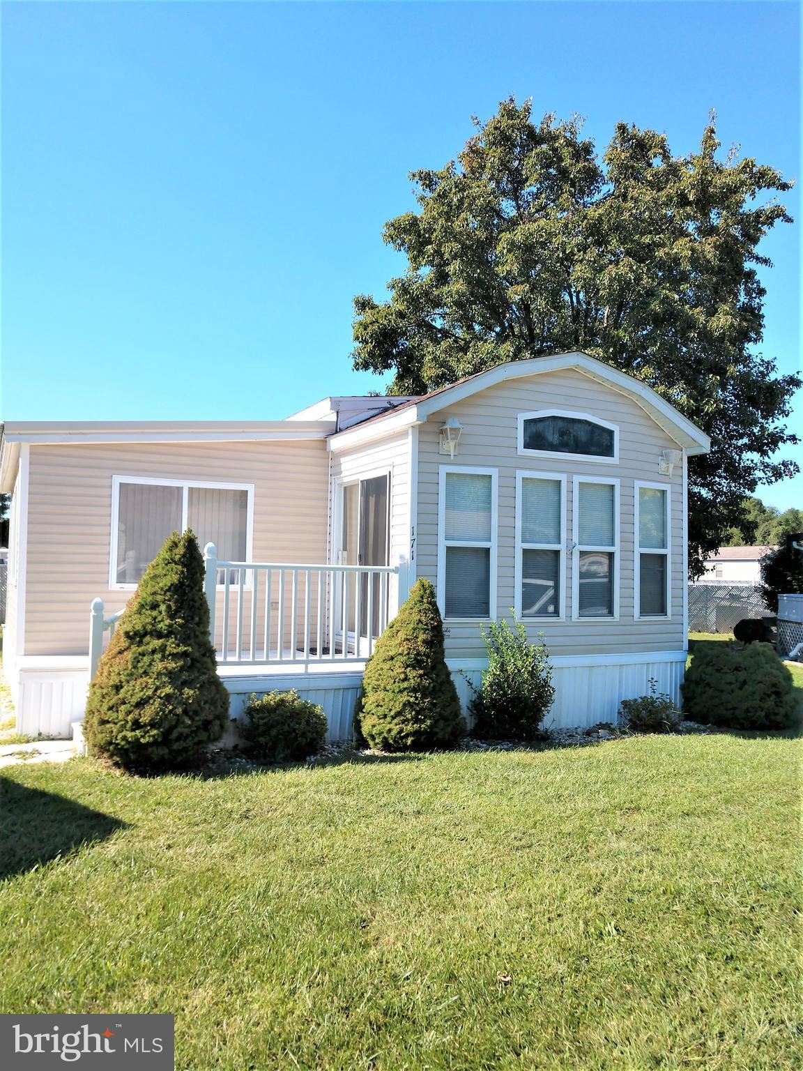 White Horse Park available for vacation use.  Not a year round community, but great for summertime visits or off season visits.  pool, boat dock, canoes, boats, kayaks are all welcome.  Gated community.  Come enjoy the best of living at the Beach close to Ocean City.