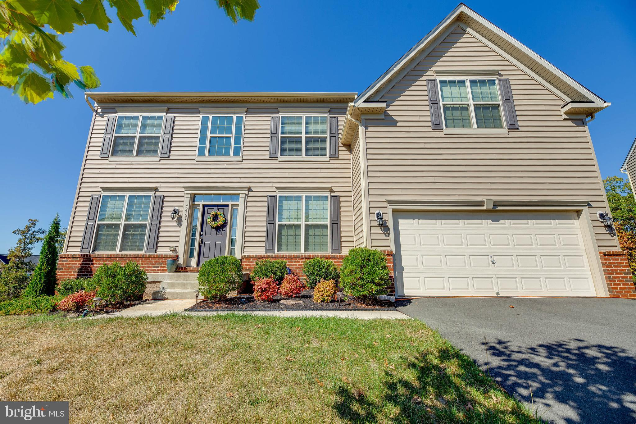 You don't want to miss this beautiful Monticello model. Home features double level entry way, 9~ cei
