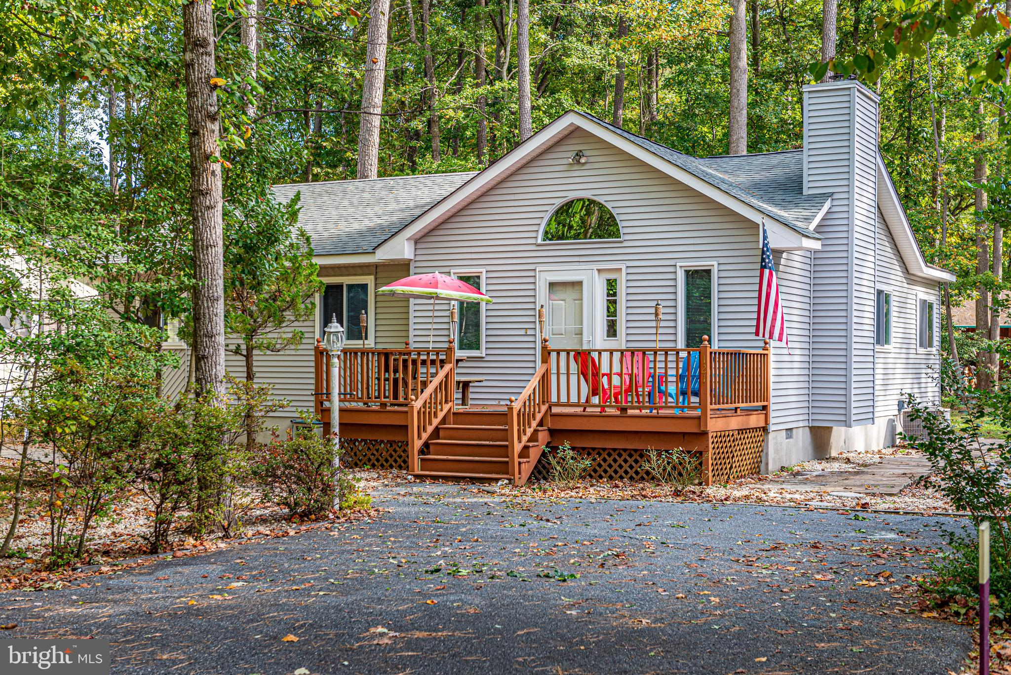 JUST CUTE AS A BUTTON!  Be sure to visit this Spacious  Cottage in OP with 3 BR/2 BA complete with a