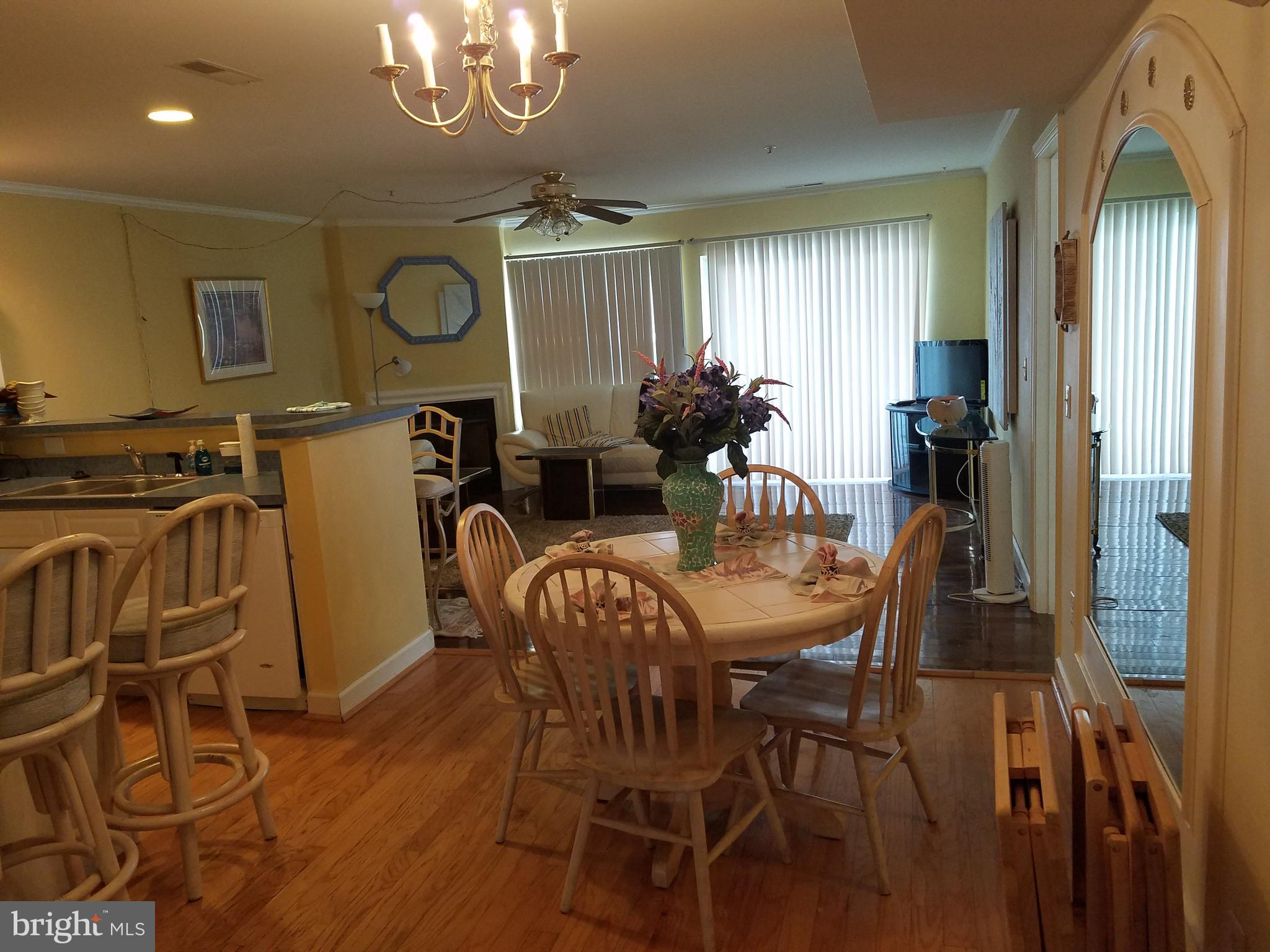 This 3 bedroom flat in Sanibel Village is a rare find! Enjoy one-floor living with nicely-sized bedr