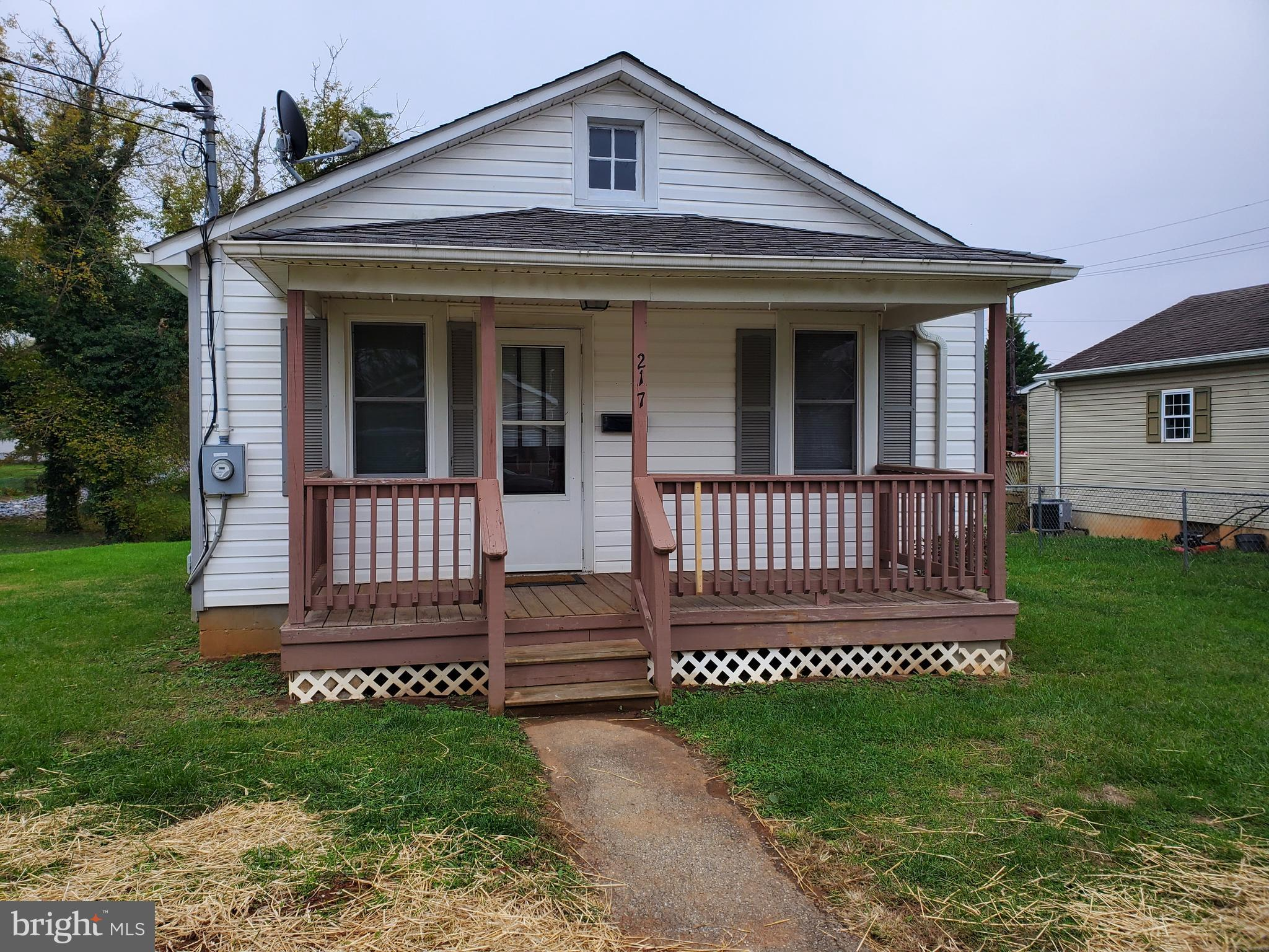 2 bedroom one bath in Ranson, This home is getting a facelift. Painted this week inside and out. Roo