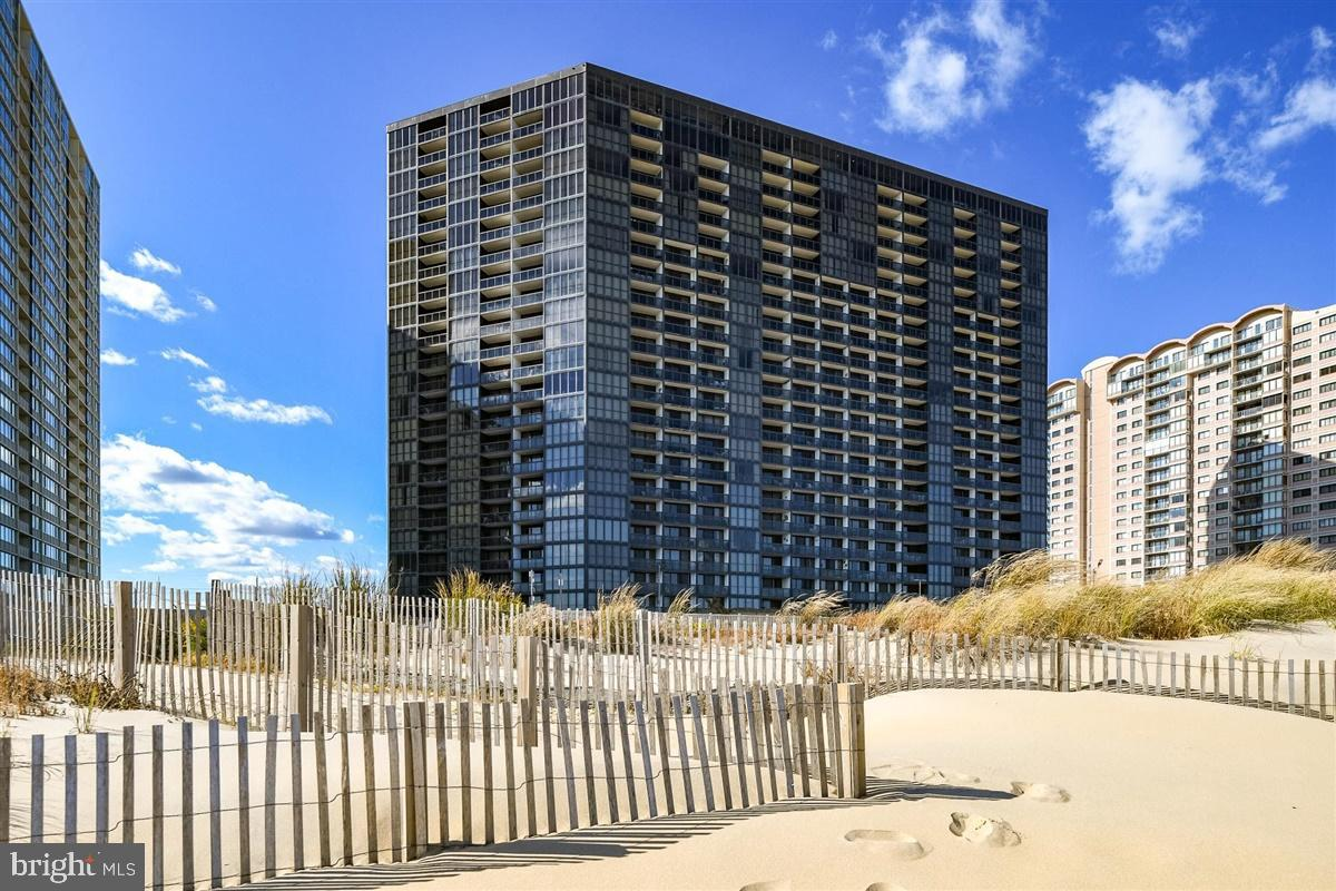 Direct Oceanfront Priced to Sell! This 8th floor 2BA/1.5BA condo is in amenity rich Golden Sands. En